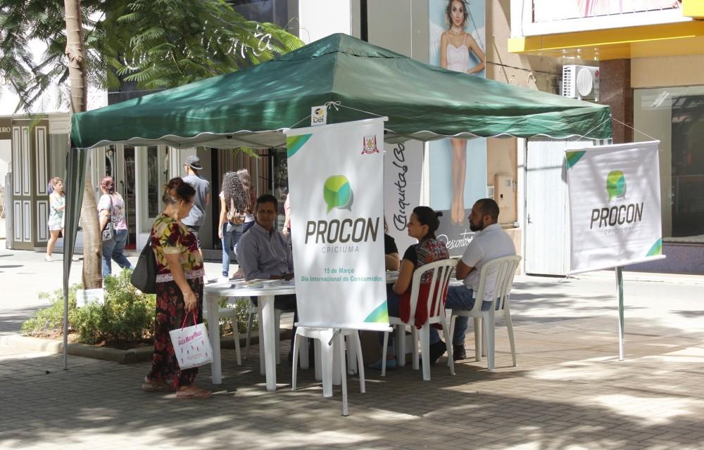 Procon atende consumidores na Praça Nereu Ramos