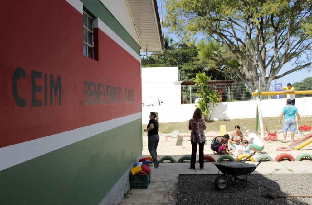 Projeto envolve comunidade e garante melhorias em escola de Criciúma