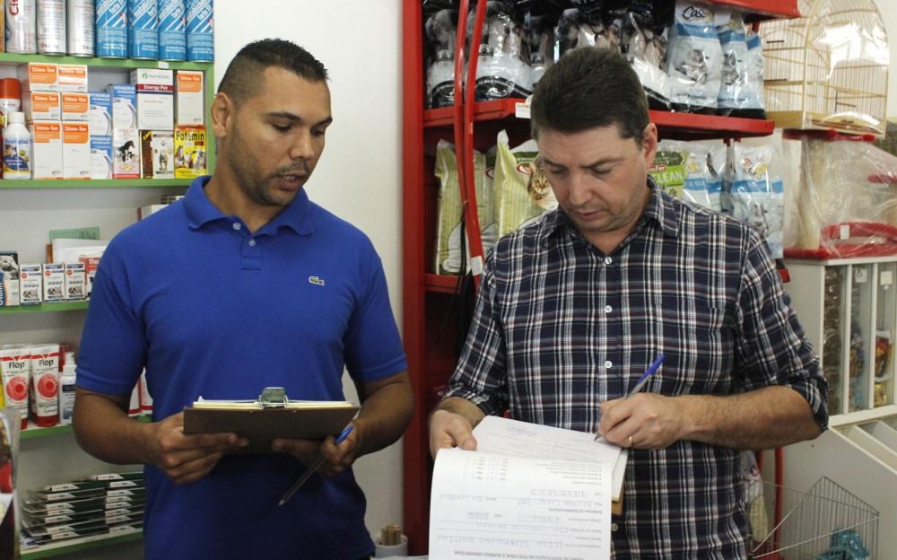 Prefeitura fiscaliza alvarás em estabelecimentos comerciais de Criciúma