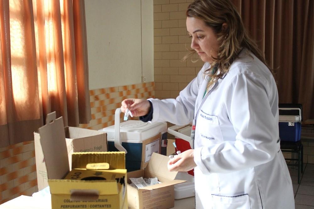 Secretaria Municipal de Saúde vacina mais de mil crianças e adolescentes contra o HPV