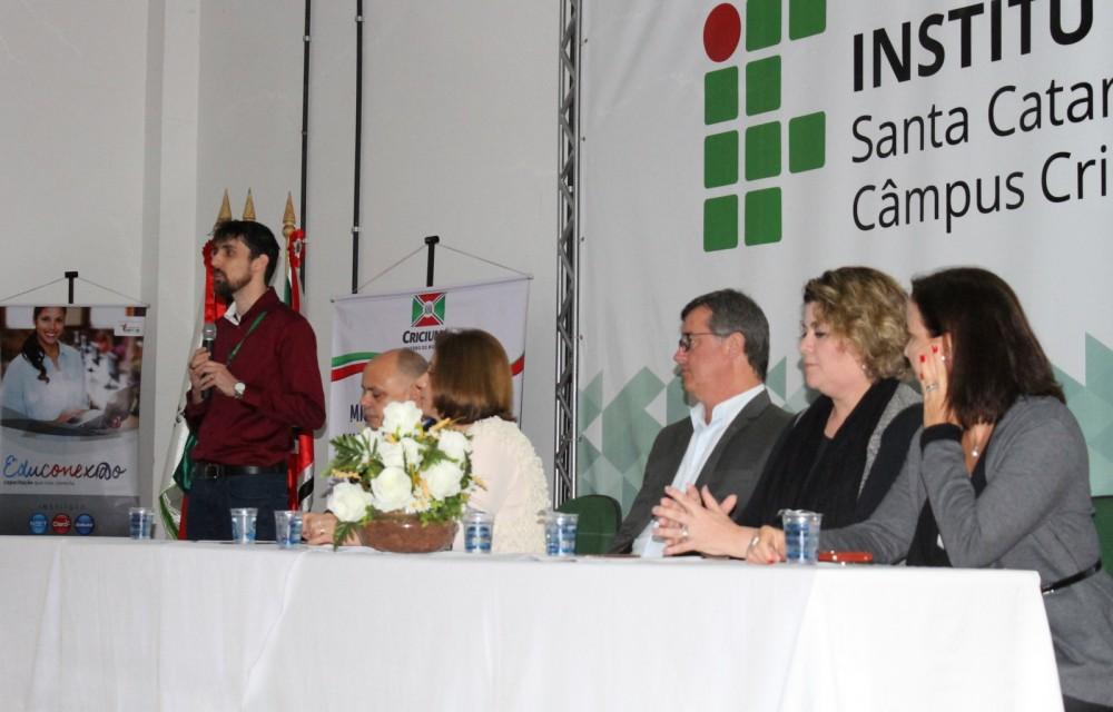 Projeto Educonexão alia ensino e tecnologia em escolas de Criciúma