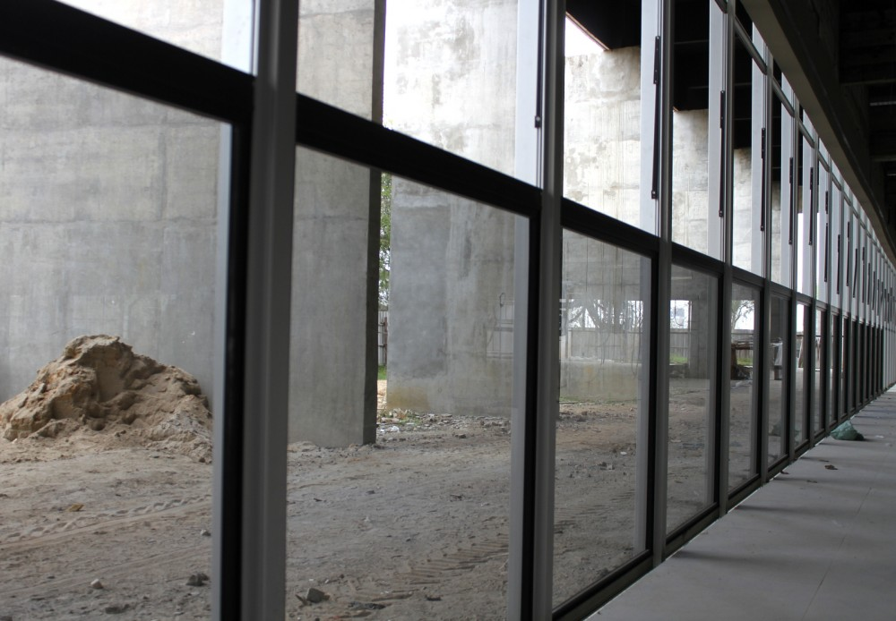 Paço Municipal Marcos Rovaris: fachada de vidro começa a ser instalada