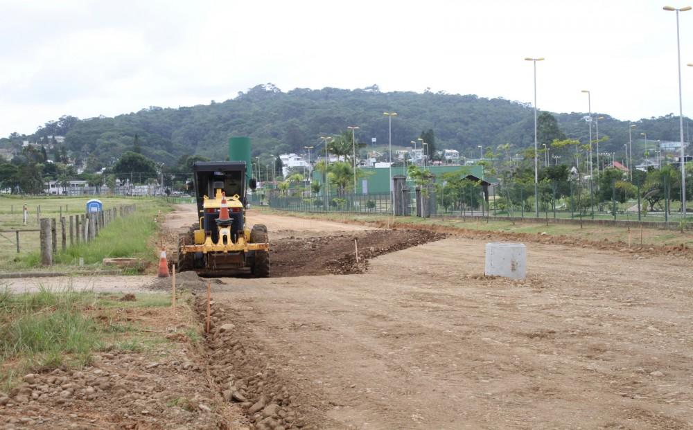Administração Municipal firma parceria e pavimenta rua ao lado do Parque das Nações