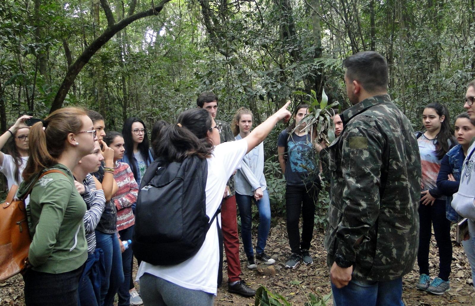 Horto Florestal recebe a visita de estudantes da Unesc