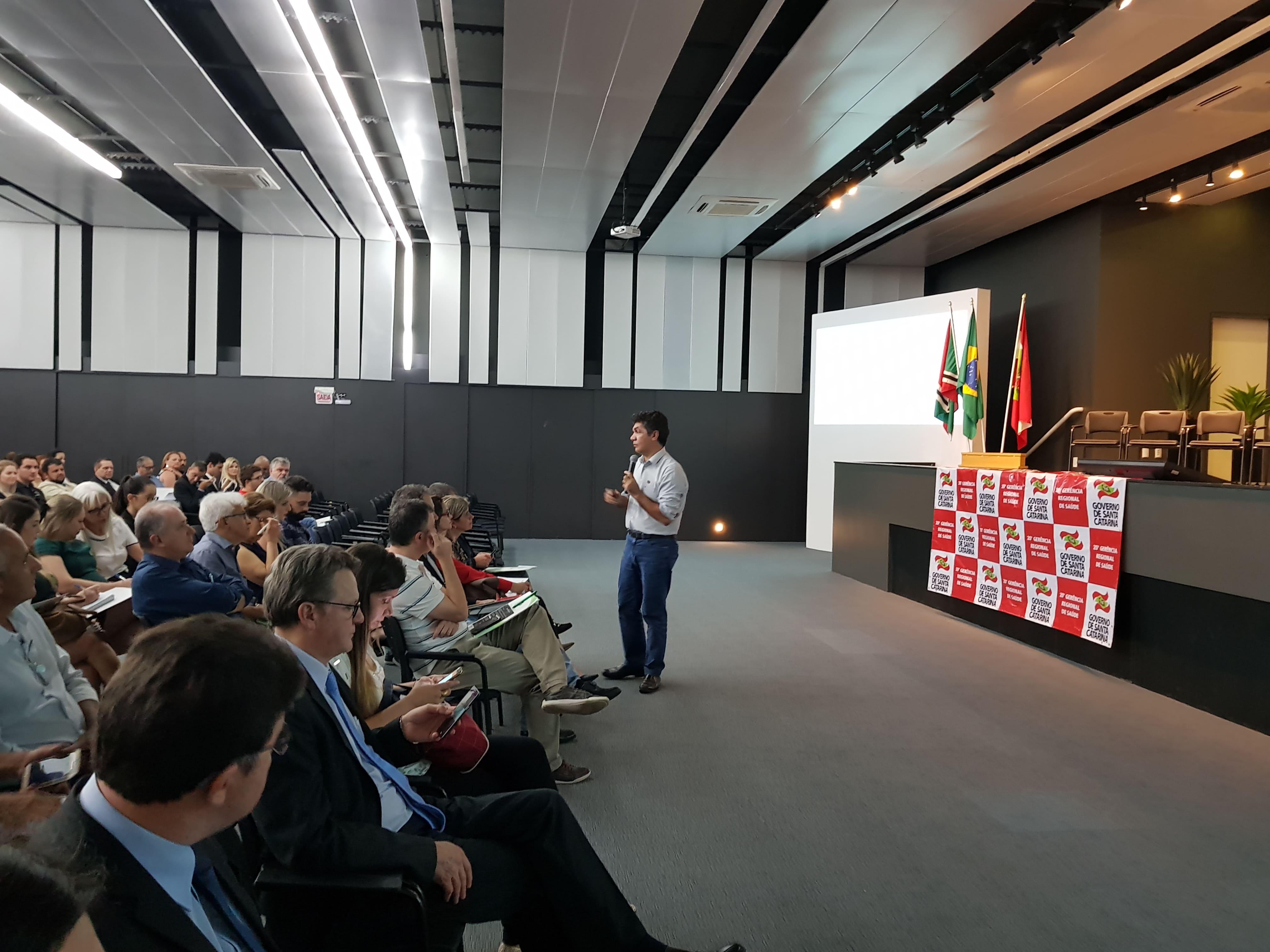 Salvaro participa de seminário sobre saúde na ACIC