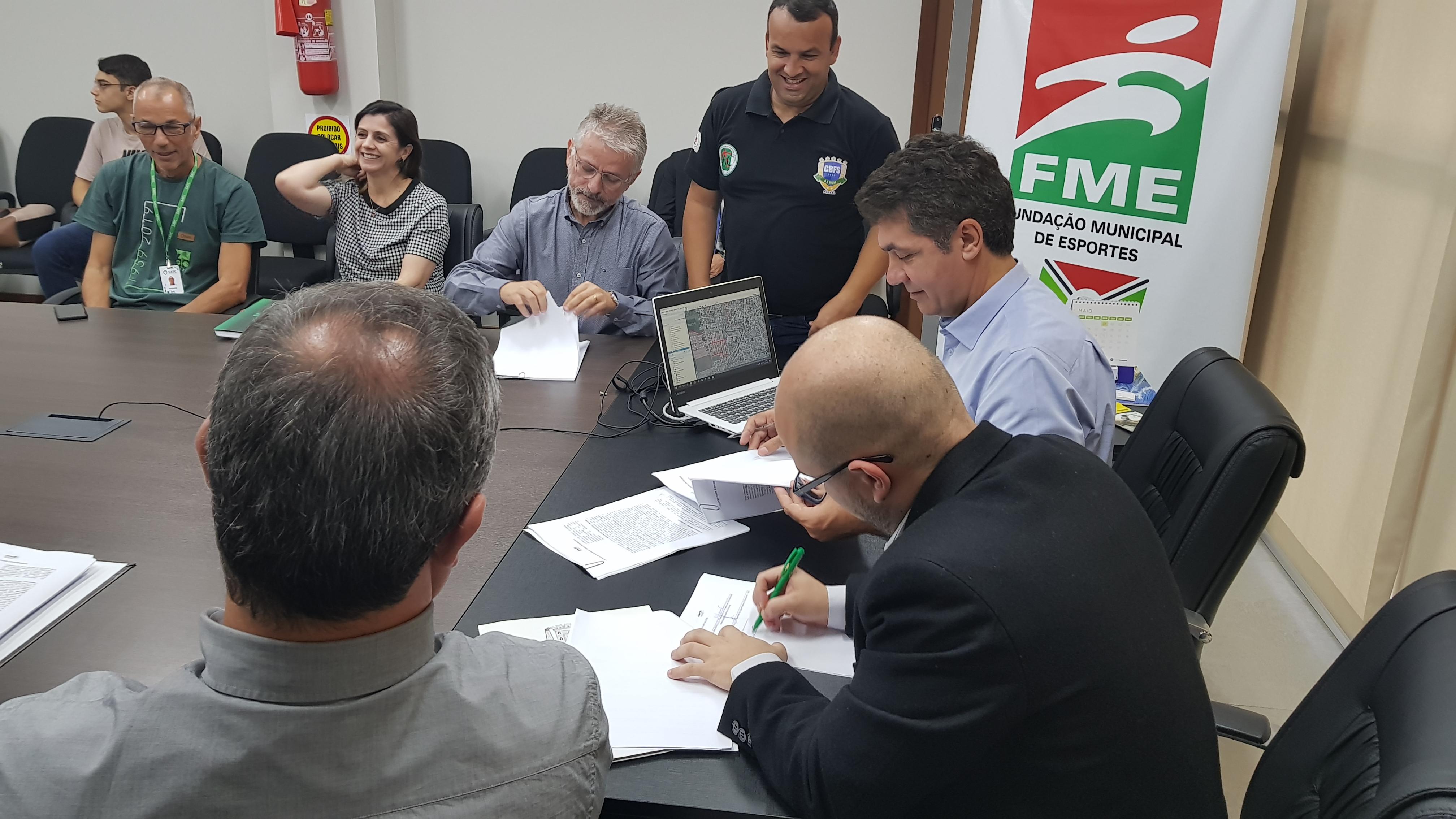 FME assina convênios com entidades esportivas da cidade