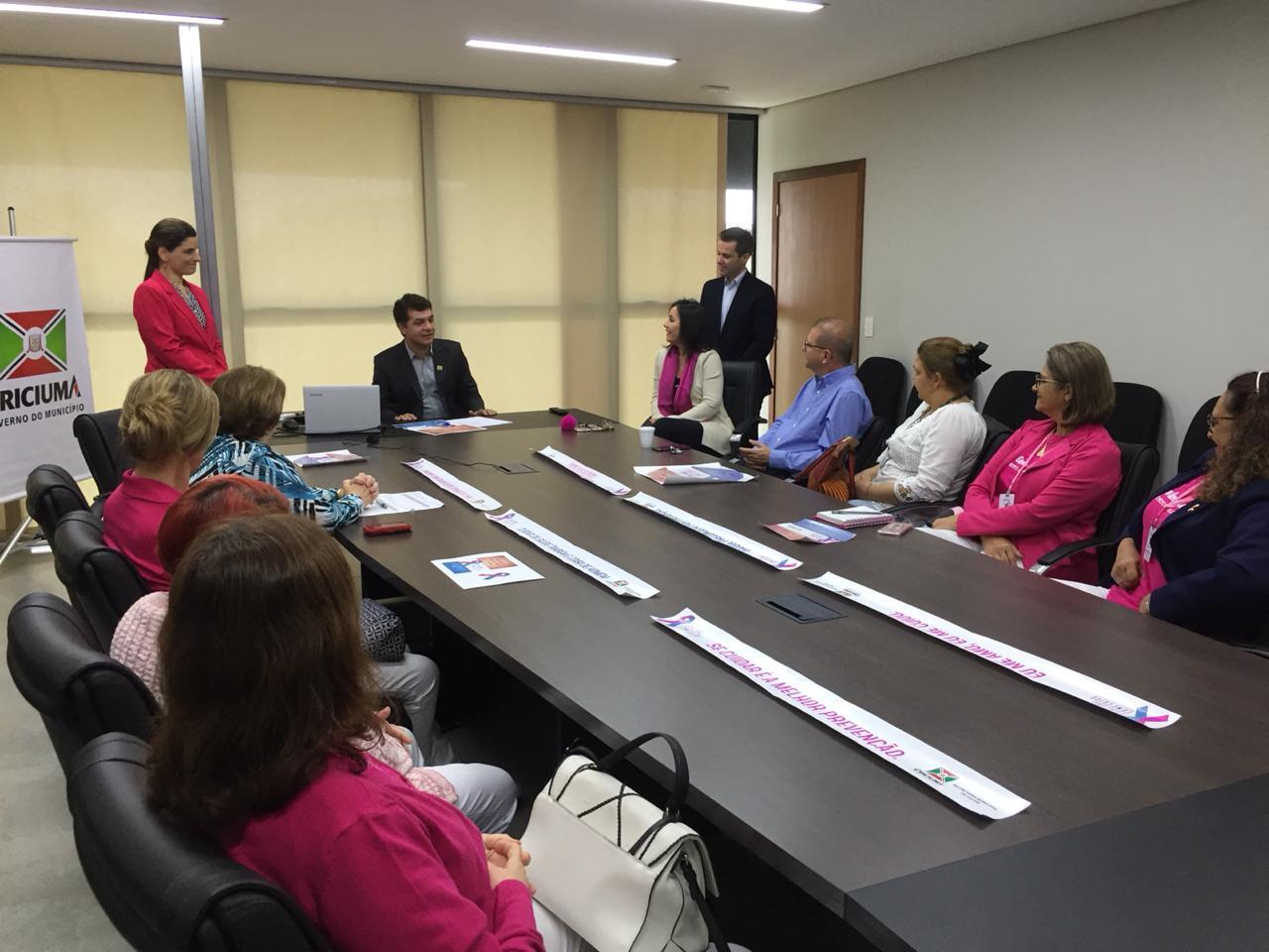 Campanha 'Outubro Rosa   Novembro Azul' é lançada para entidades parceiras em Criciúma