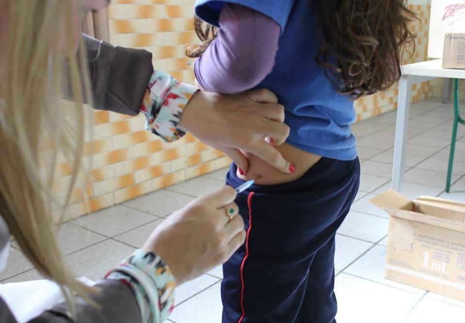 Criciúma ultrapassa meta de vacinação contra sarampo e poliomielite