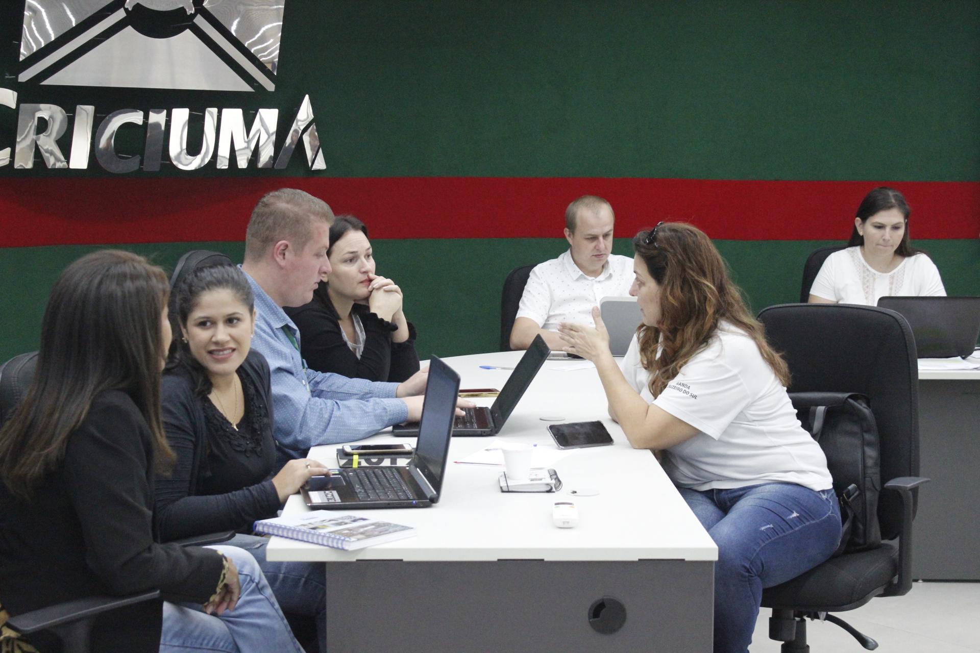 Empresas de Criciúma promovem feira da empregabilidade da pessoa com deficiência