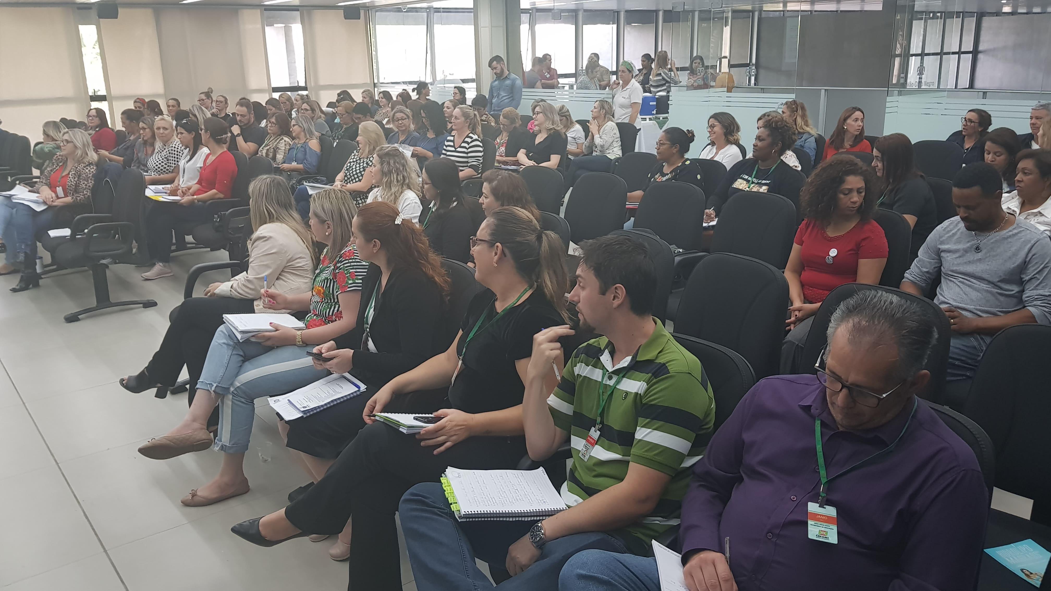 Prefeitura Municipal de Criciúma - Meningite é tema de orientação para gestores escolares de Criciúma