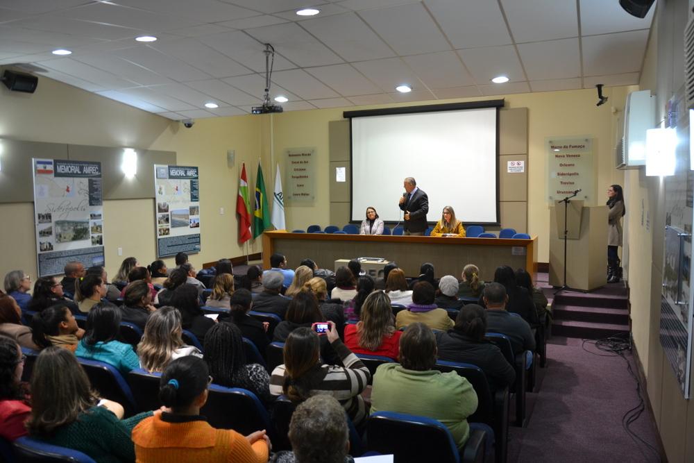 Prefeitura Municipal de Criciúma - Recepção oficializa posse de mais de 120 servidores públicos