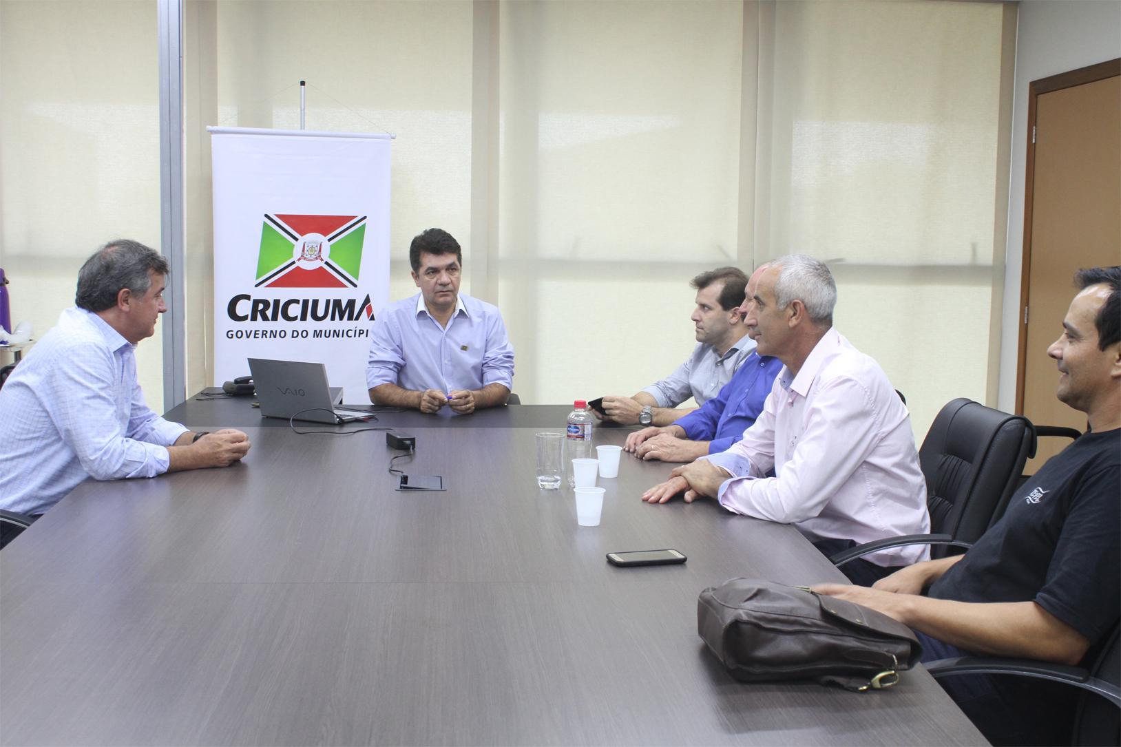 Prefeitura Municipal de Criciúma - Prefeitura e Duda Produções Ltda. assinam contrato