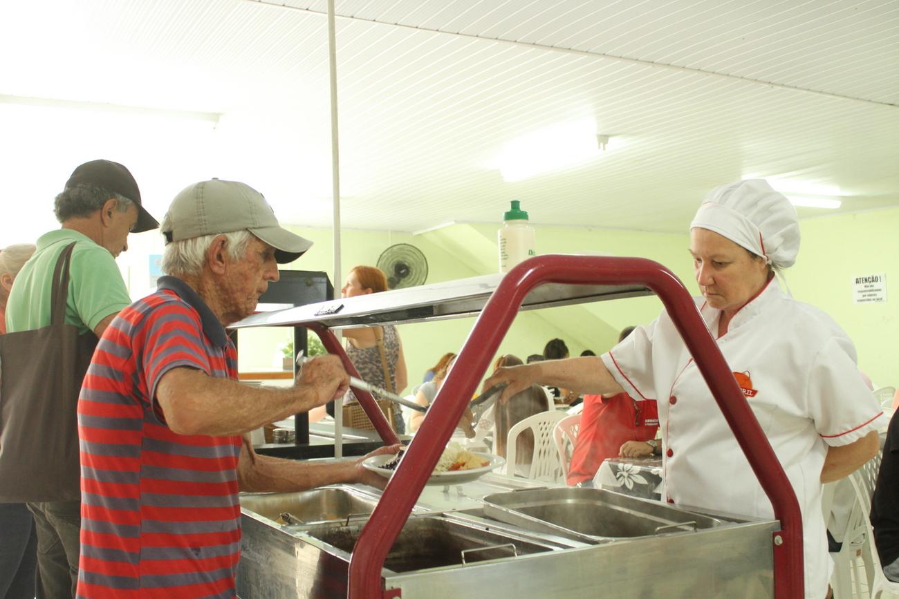 Prefeitura Municipal de Criciúma - Restaurante Mesa Saudável comemora um ano de atendimento de qualidade