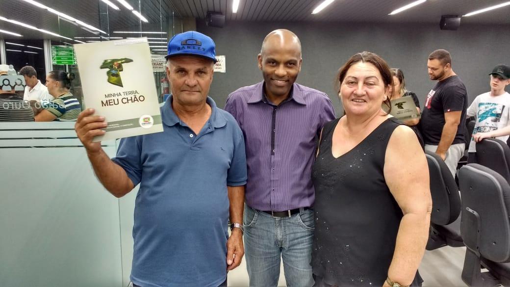 Prefeitura Municipal de Criciúma - Prefeitura realizou entrega de escrituras a 80 famílias de Criciúma