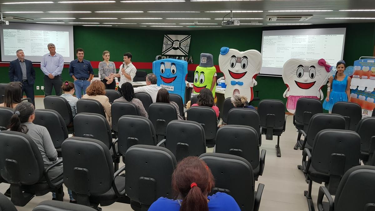 Secretaria Municipal de Saúde entrega materiais educativos de odontologia ao Serviço de Saúde Bucal