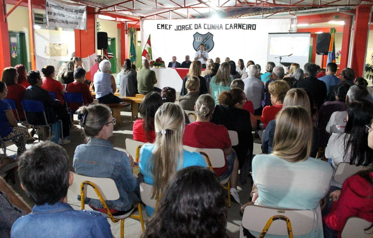 Salvaro autoriza início das obras na Escola Municipal Jorge da Cunha Carneiro