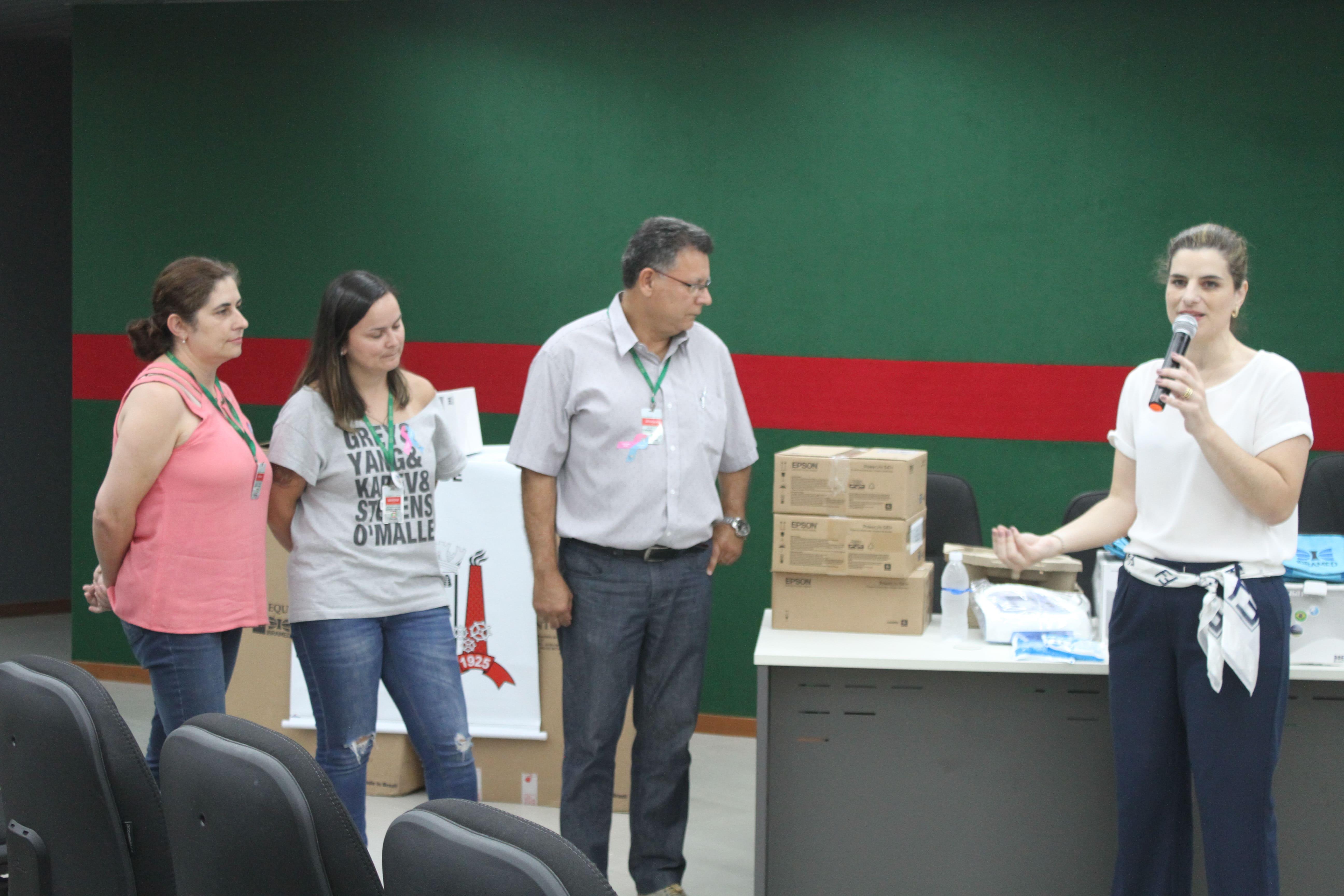 Prefeitura Municipal de Criciúma - Equipes do Nasf recebem novos equipamentos para atendimentos clínicos