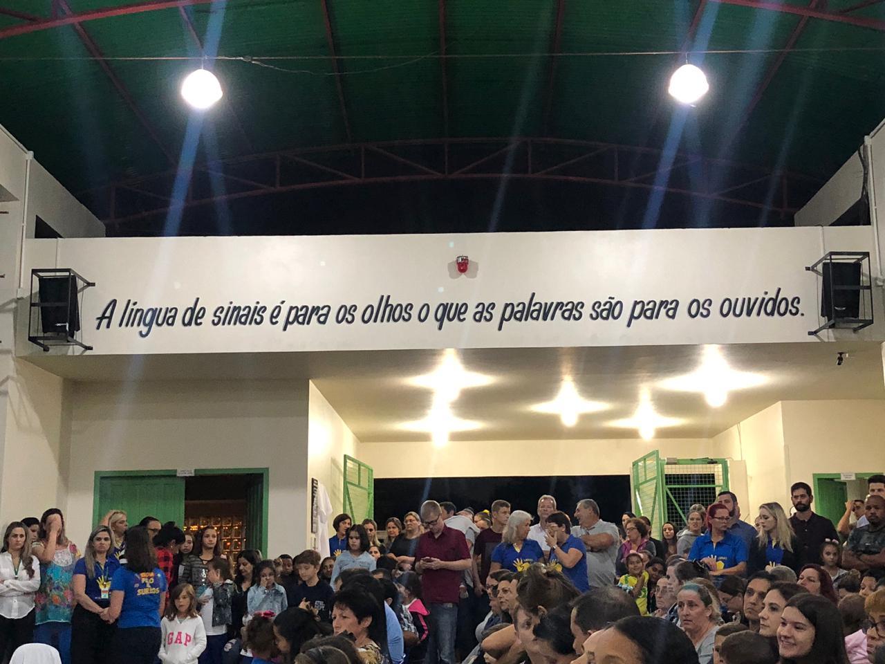 Educação: escola polo para surdos inaugura sinal audiovisual