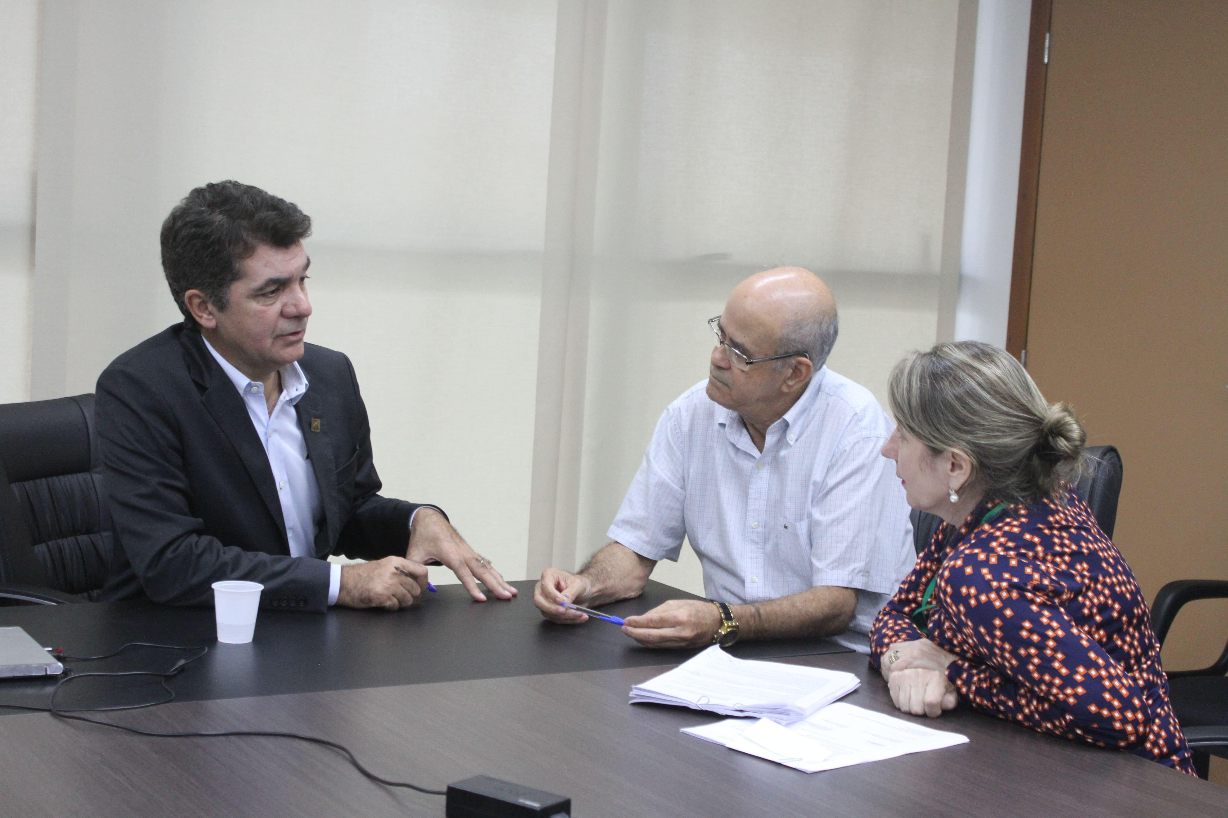 Prefeitura Municipal de Criciúma - Salvaro assina contrato de conclusão da UPA da Próspera