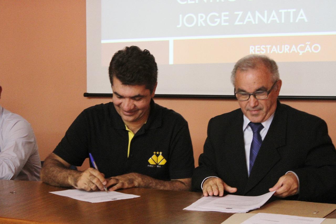 Ordem de serviço para restauração do Centro Cultural Jorge Zanatta é assinada