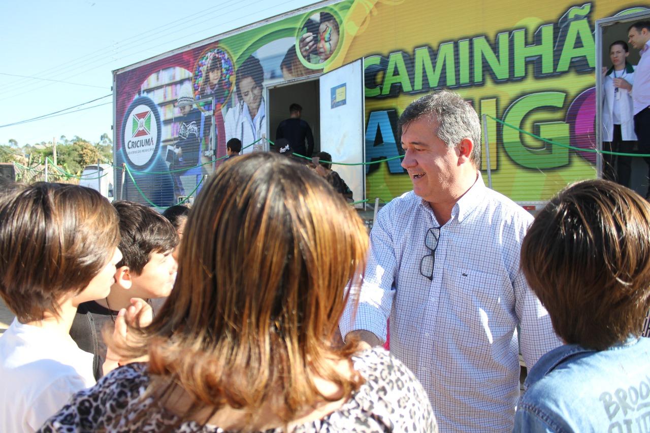 Caminhão Amigo beneficia moradores dos bairros Vida Nova e Ana Maria