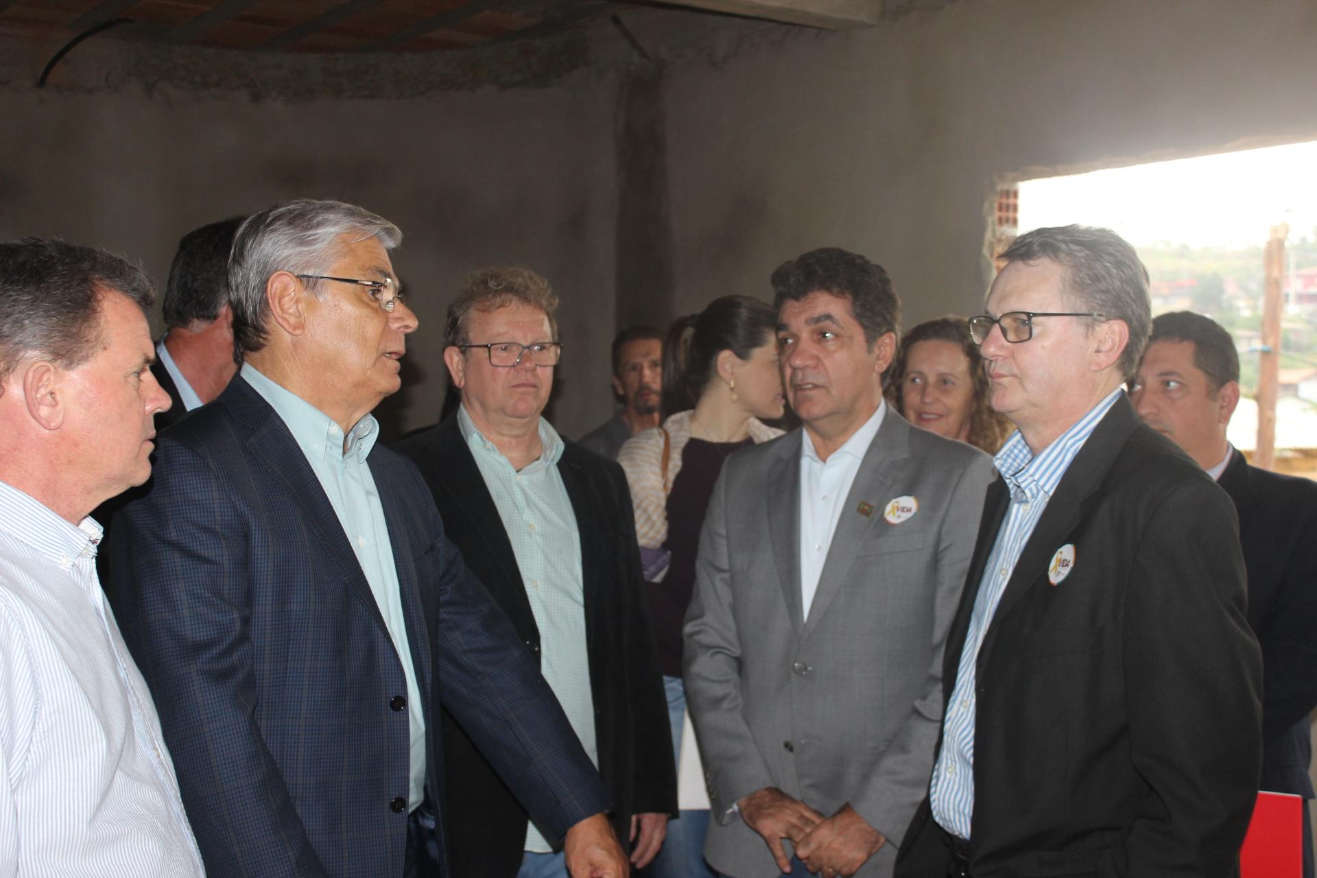 Governador visita HMISC e garante repasse mensal de R$ 2,5 milhões