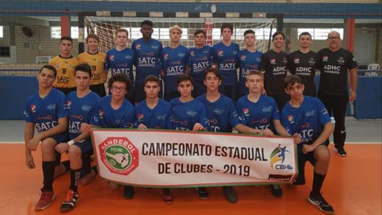 Handebol masculino disputa campeonato em Cocal do Sul