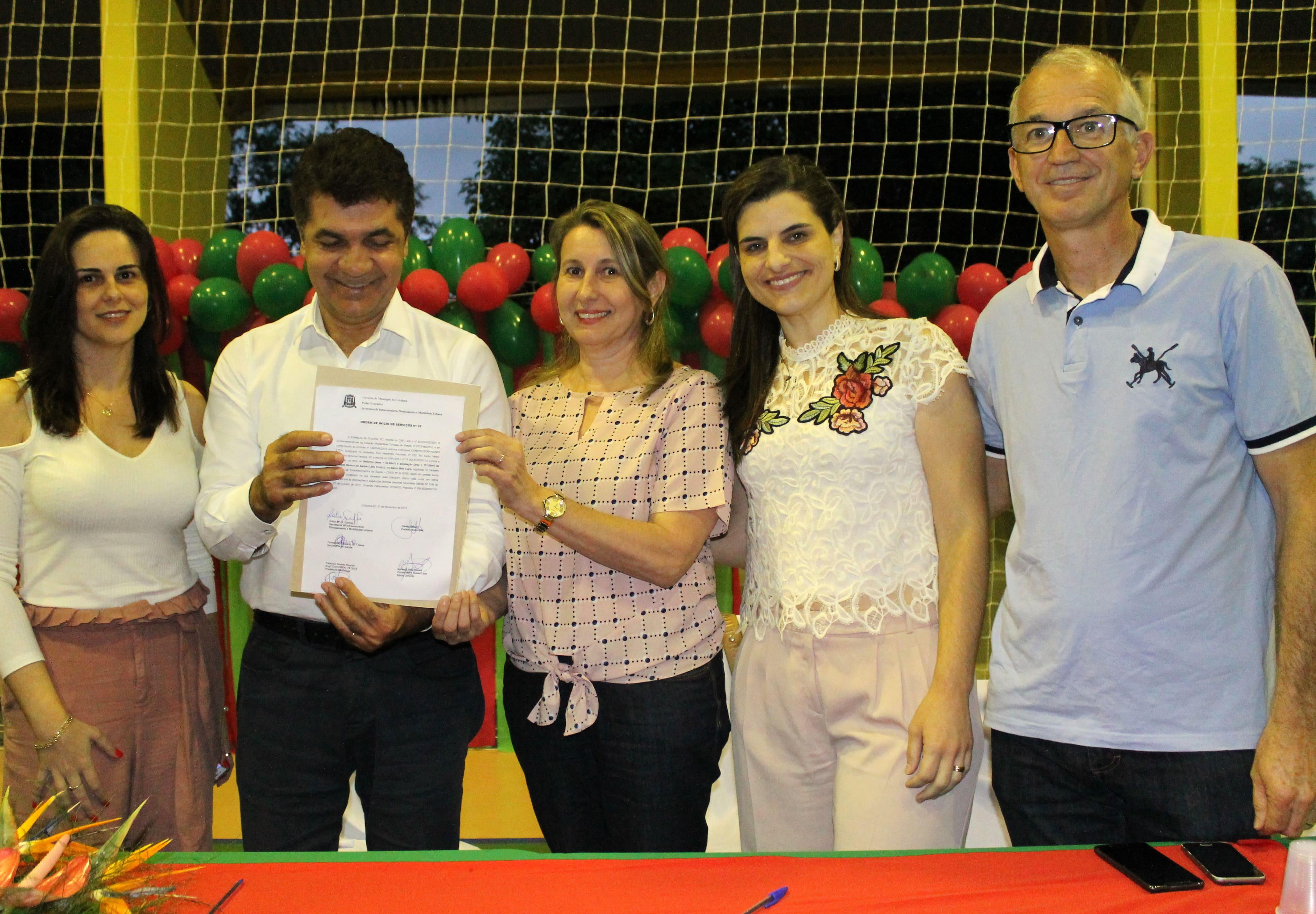 Prefeitura Municipal de Criciúma - Salvaro assina ordem de serviço autorizando início da reforma e ampliação da UBS Mãe Luzia