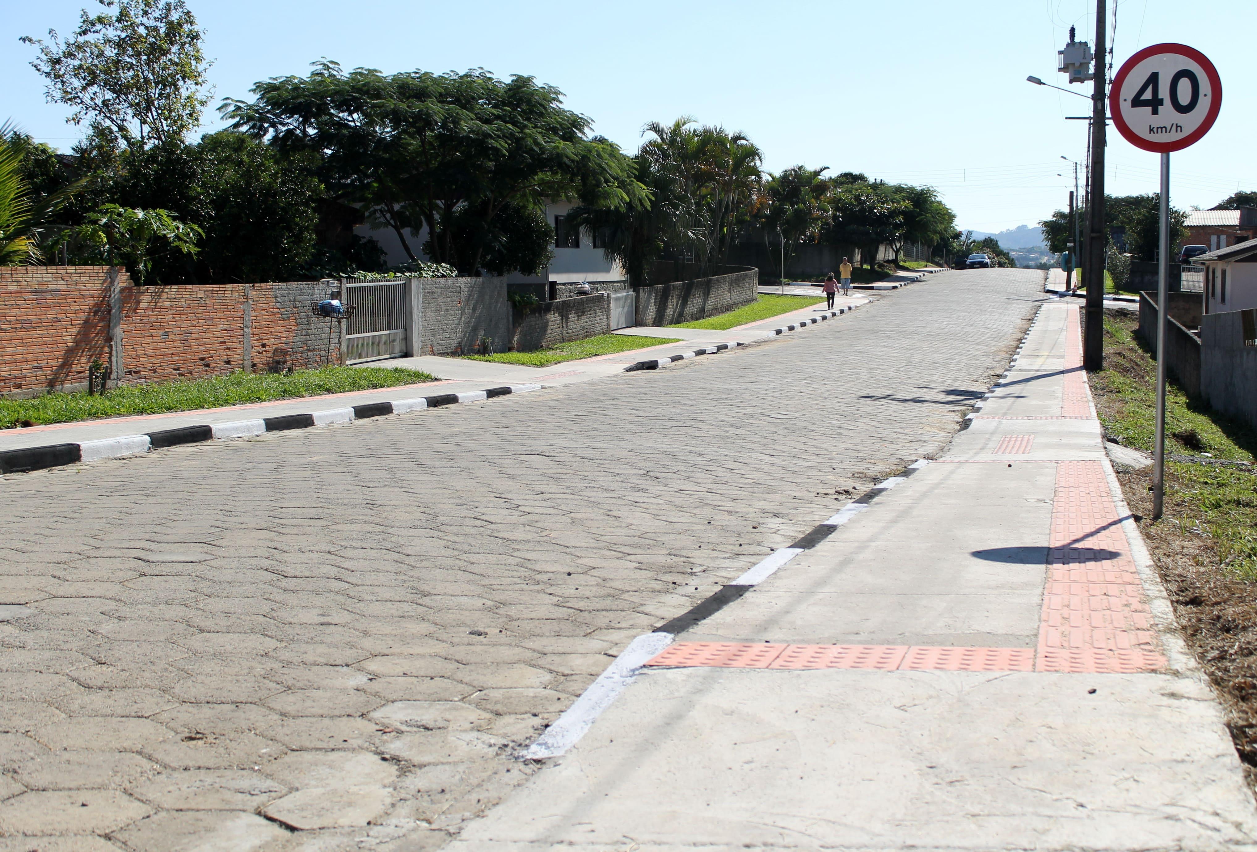 Salvaro inaugura pavimentação de ruas na Vila São João