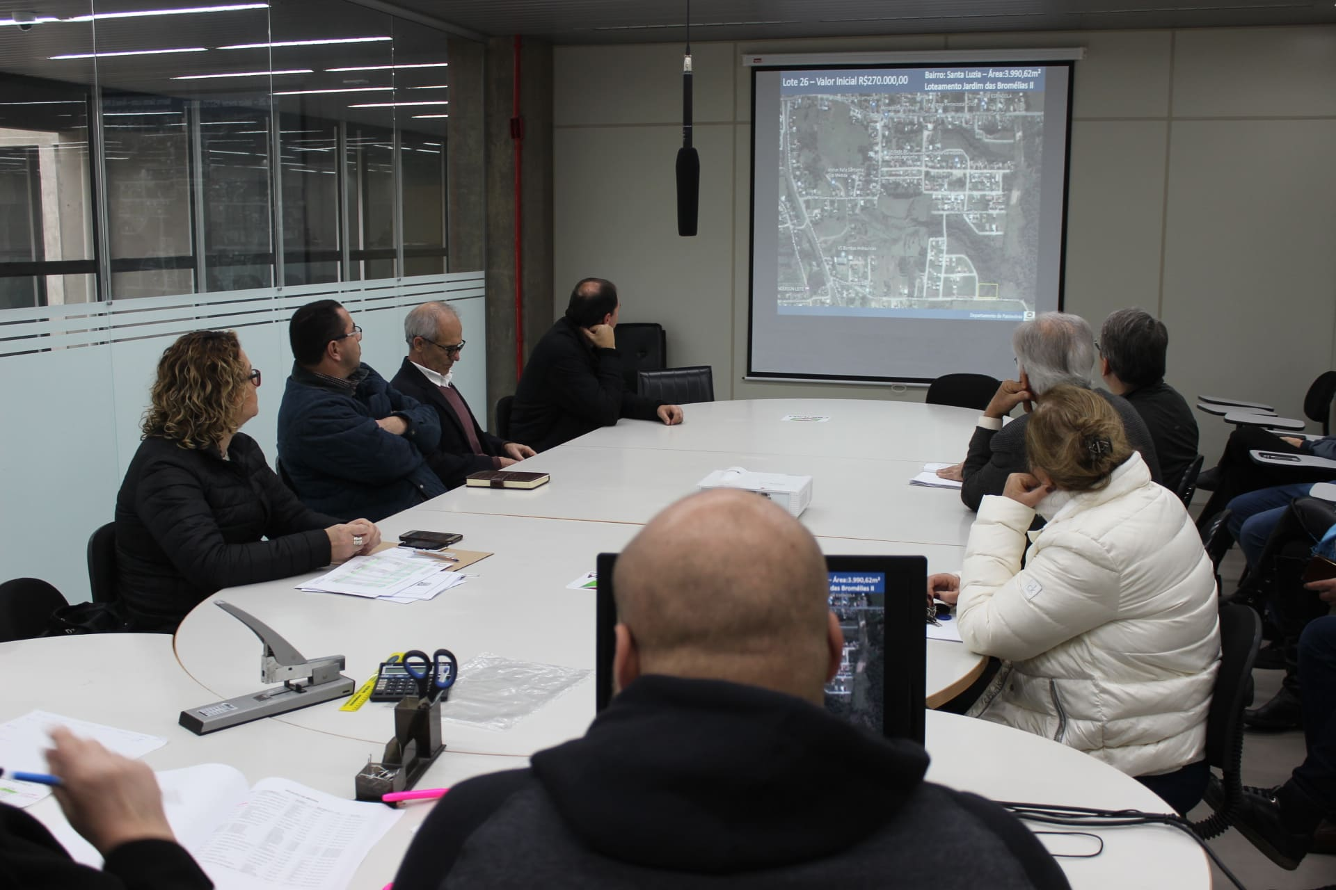 Leilão de terrenos públicos arrecada mais de R$ 1 milhão para pavimentações em Criciúma