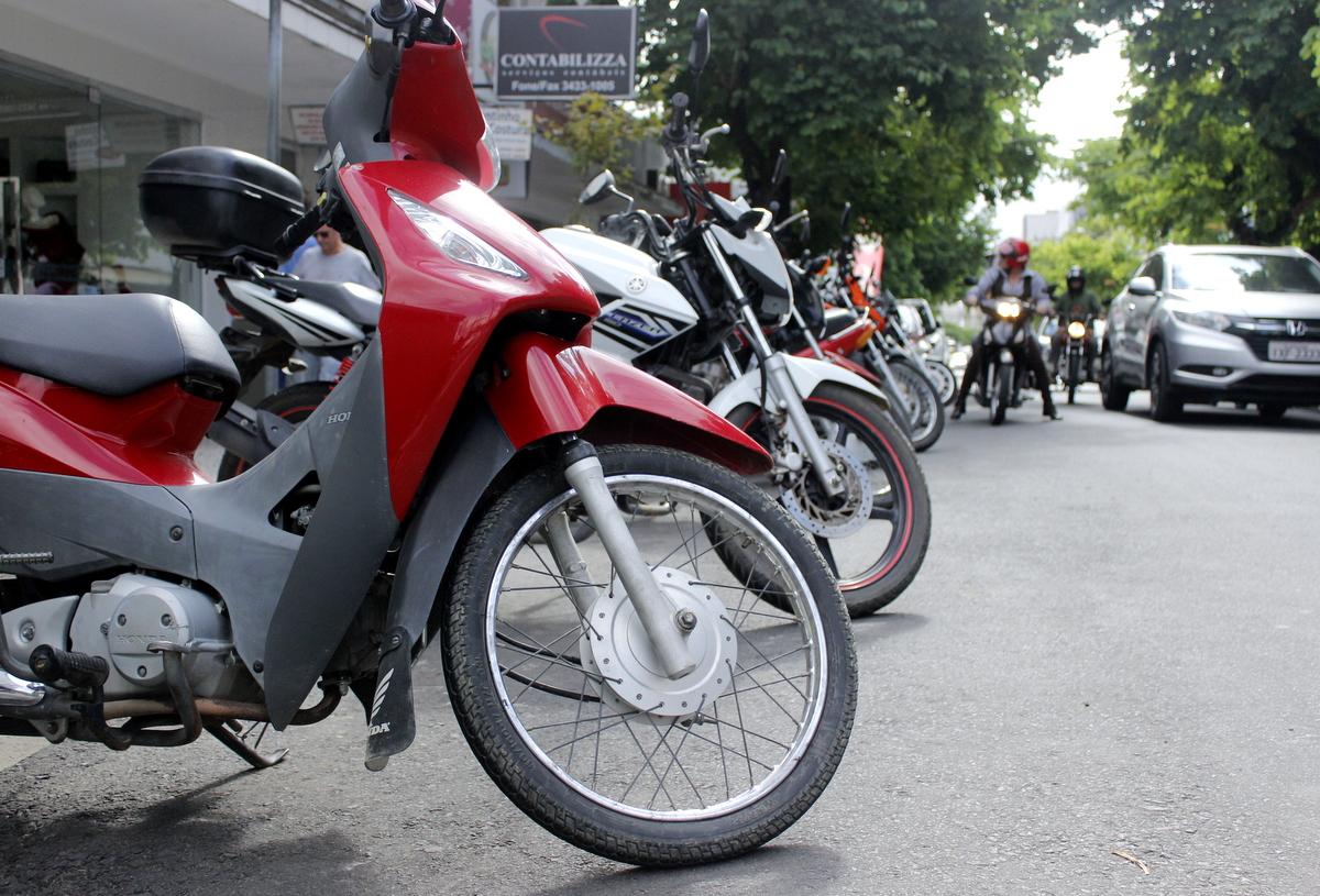 Criciúma Rotativo: estacionar motocicletas na Área Azul gera multa e pontos na CNH
