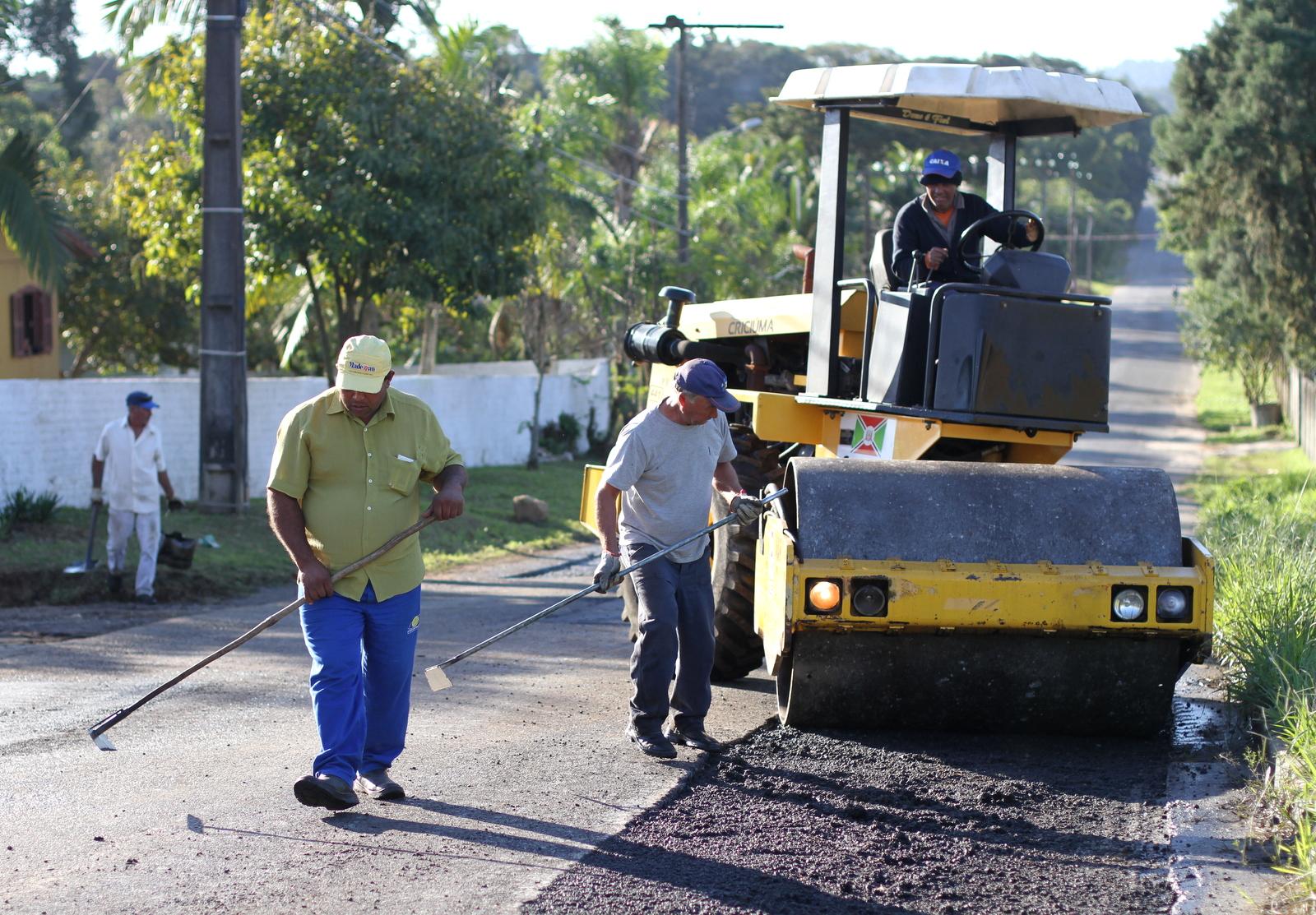 Operação tapa-buracos: mais de 360 toneladas de massa asfáltica são utilizadas em Criciúma