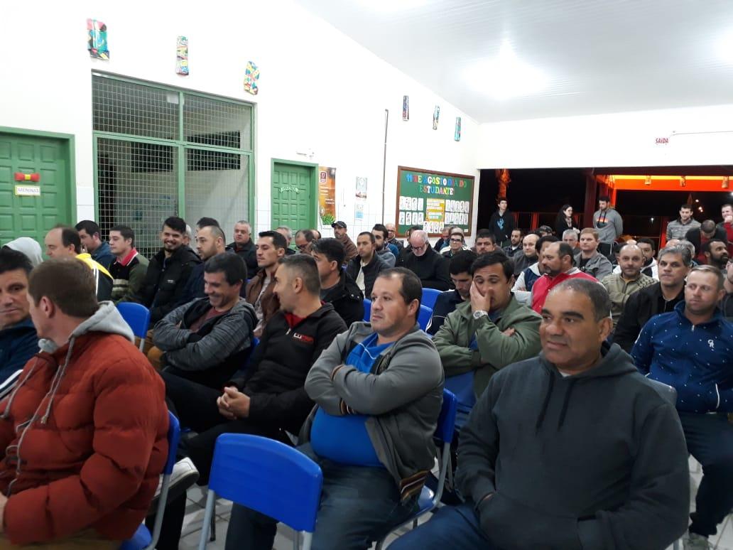 Palestra sobre saúde do homem reúne 90 pais em escola municipal