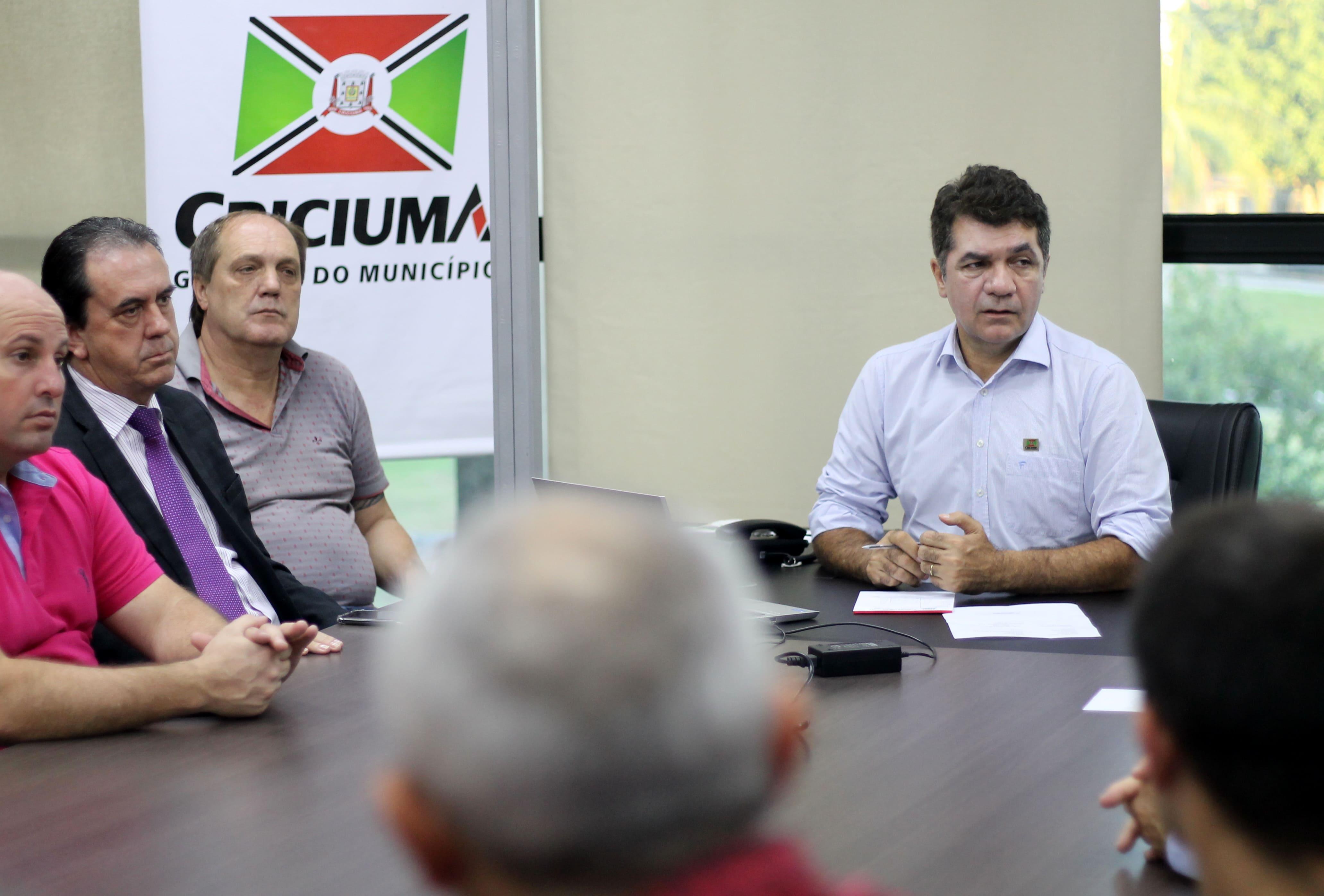 Salvaro reúne secretariado e vereadores e avalia situação do município