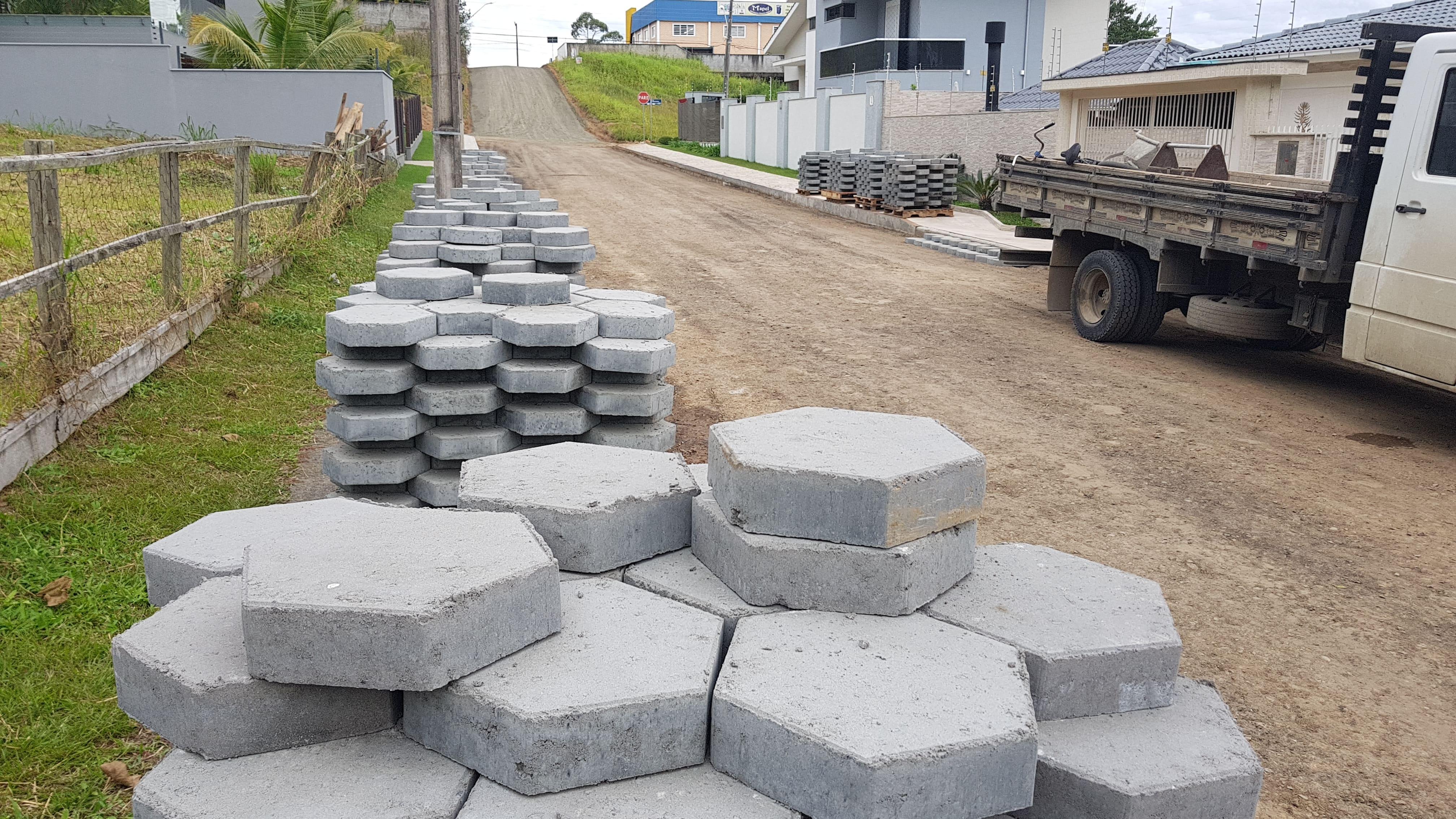 Obra de pavimentação de ruas inicia no bairro Comerciário