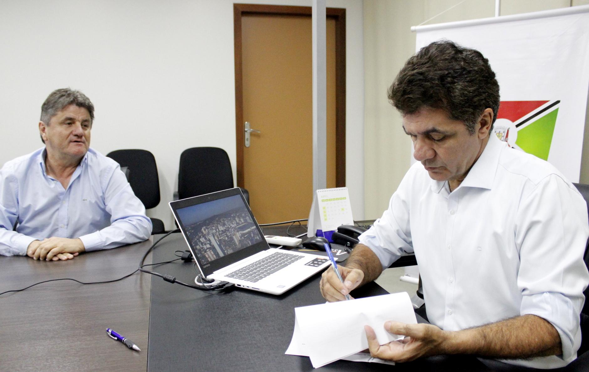 Salvaro assina projeto de lei de incentivo à inovação tecnológica