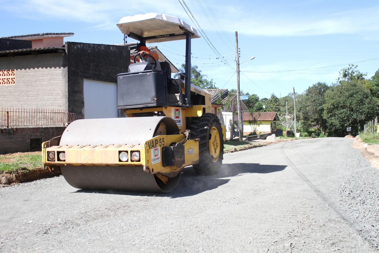Prefeitura de Criciúma pavimenta ruas do bairro Poço Um