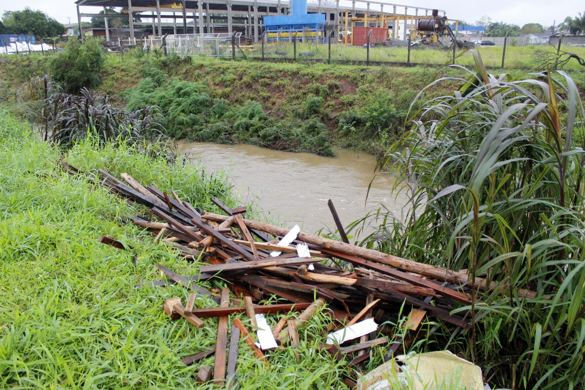 Prefeitura_monitora_nivel_de_rios_em_Criciuma_Foto_de_Jhulian_Pereira_4.JPG