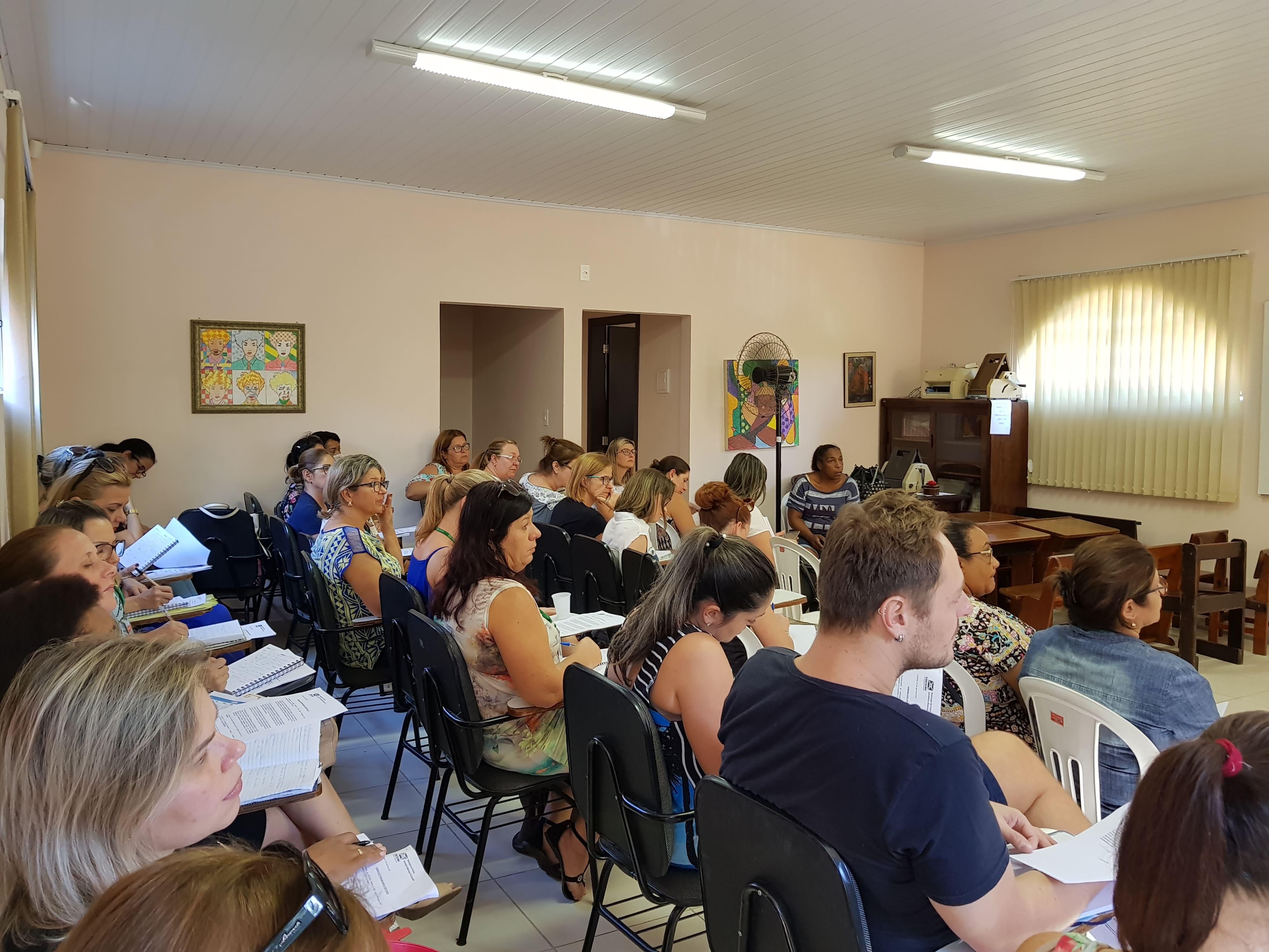 Prefeitura Municipal de Criciúma - Gestores recebem capacitação sobre Programa Mais Alfabetização