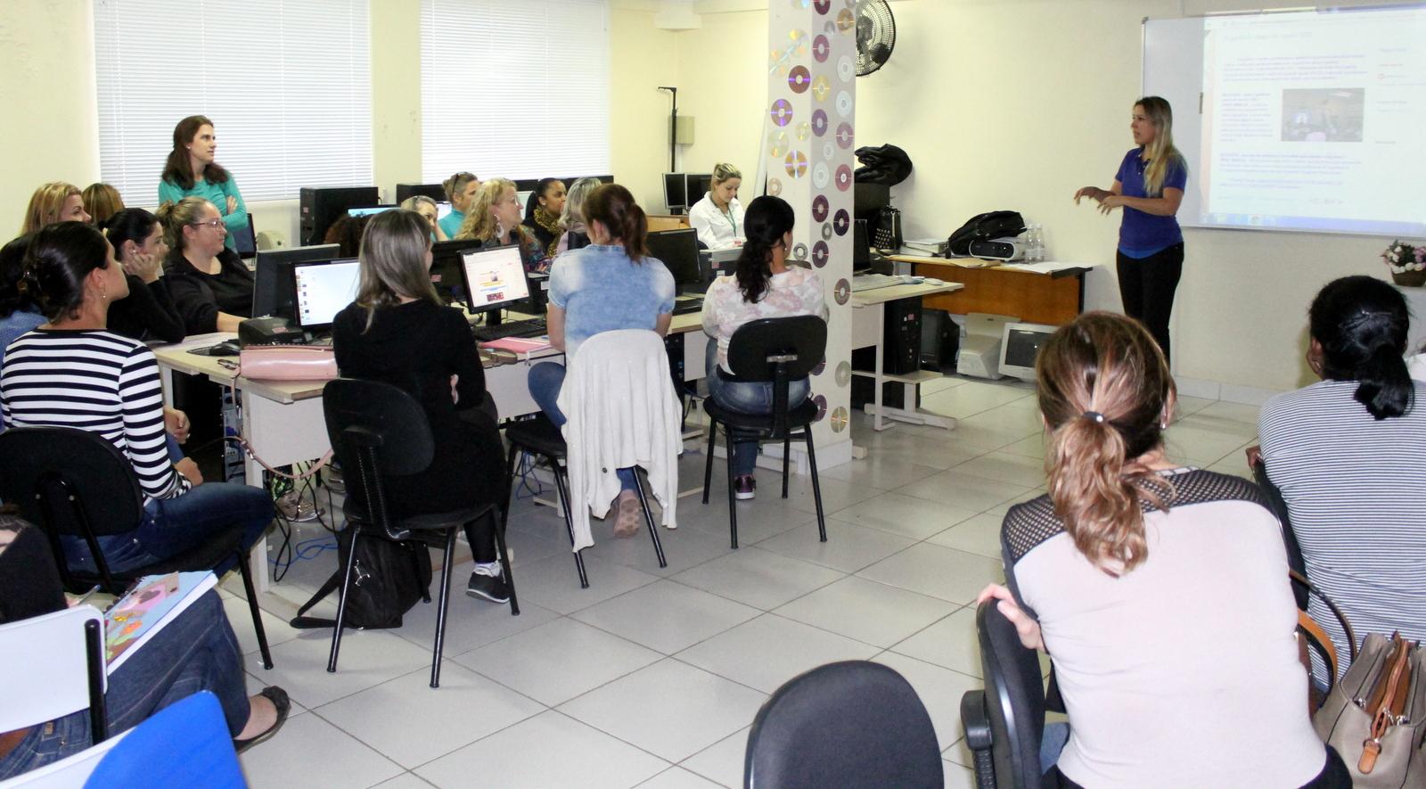 Projeto Educonexão capacita professores para uso de tecnologias em escolas de Criciúma