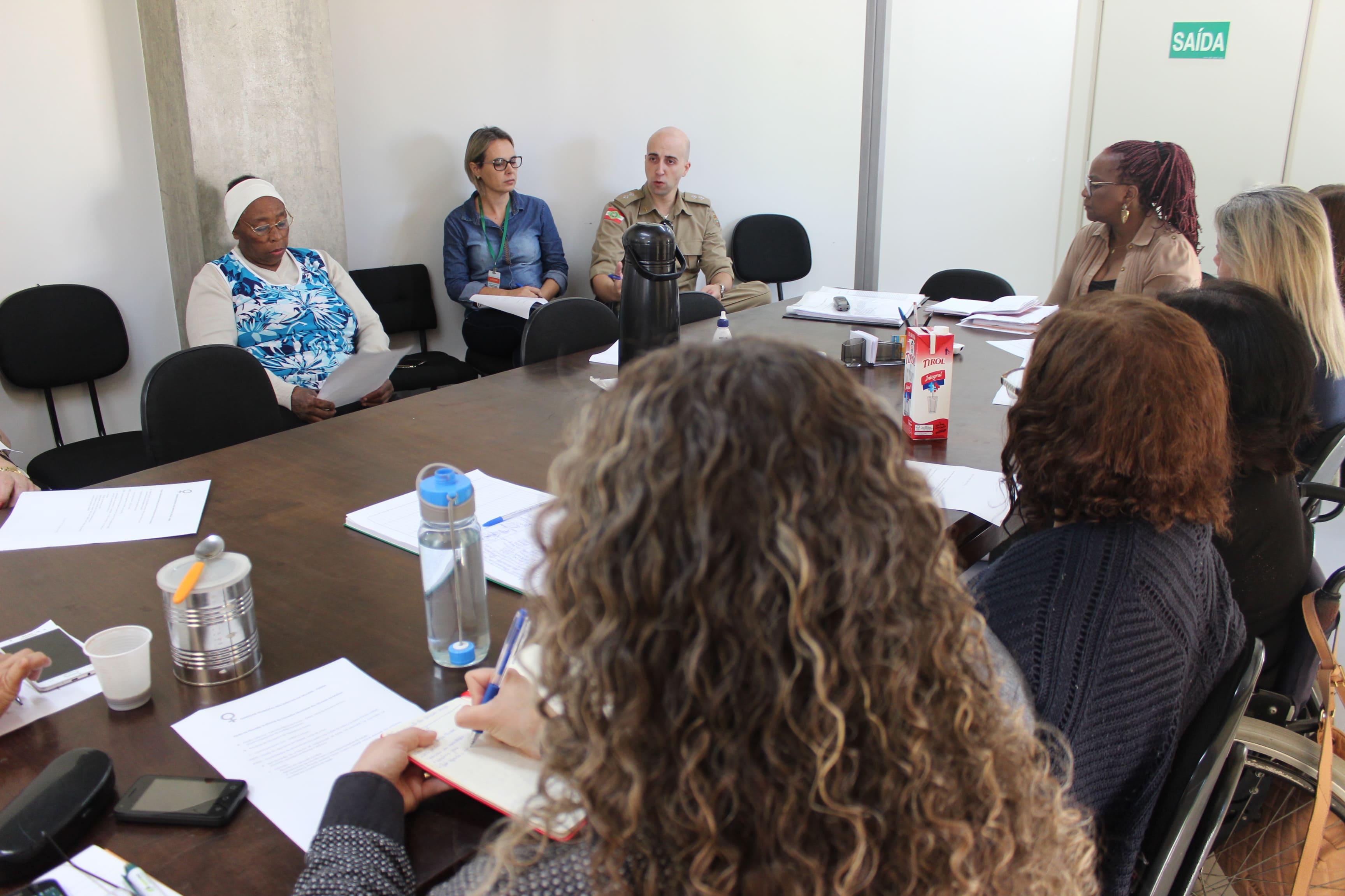 Prefeitura Municipal de Criciúma - Conselho Municipal dos Direitos da Mulher recebe representante da 'Rede Catarina de Proteção à Mulher'