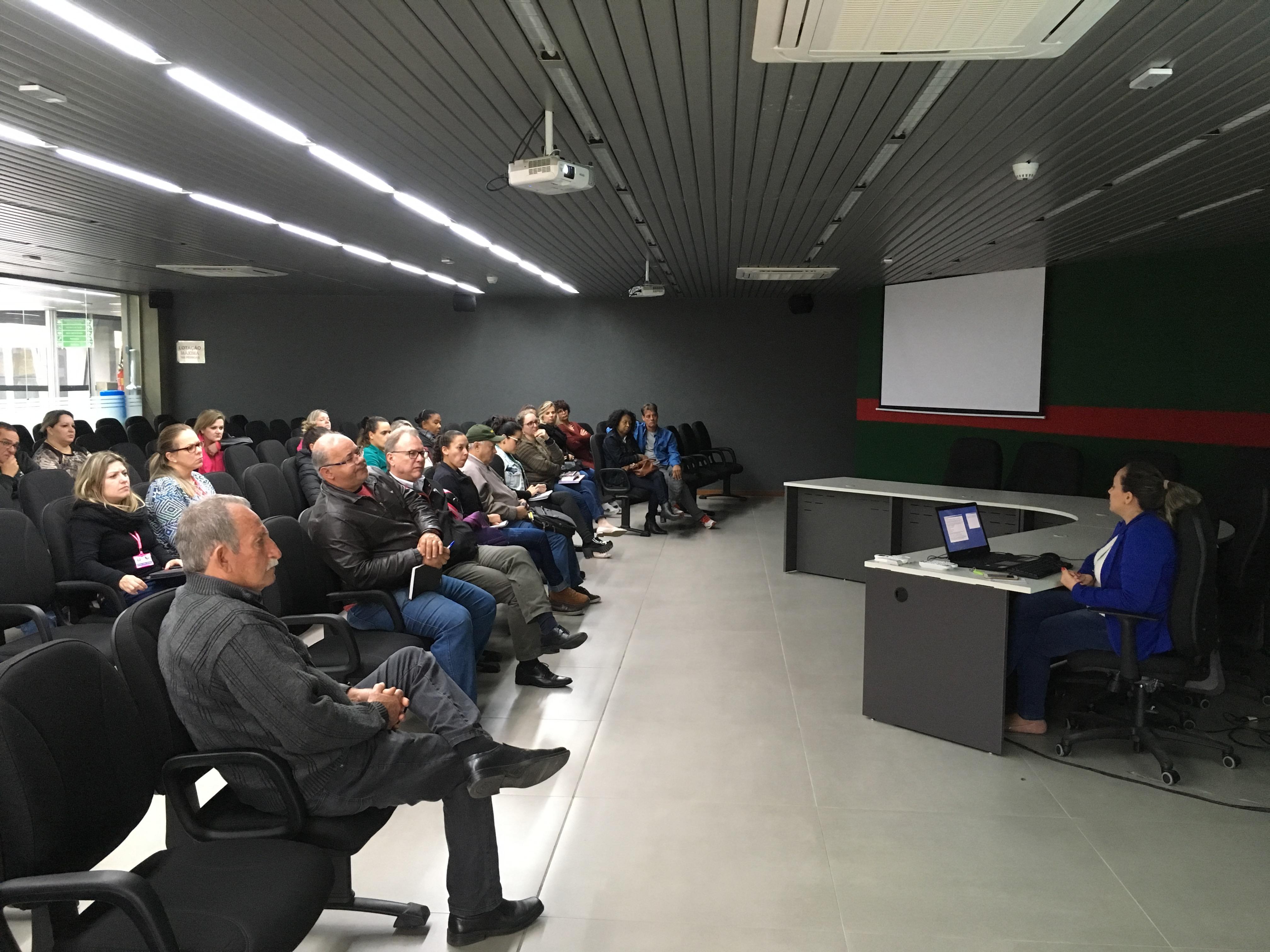 Prefeitura Municipal de Criciúma - Codec: entidades voltadas à pessoa com deficiência recebem orientação