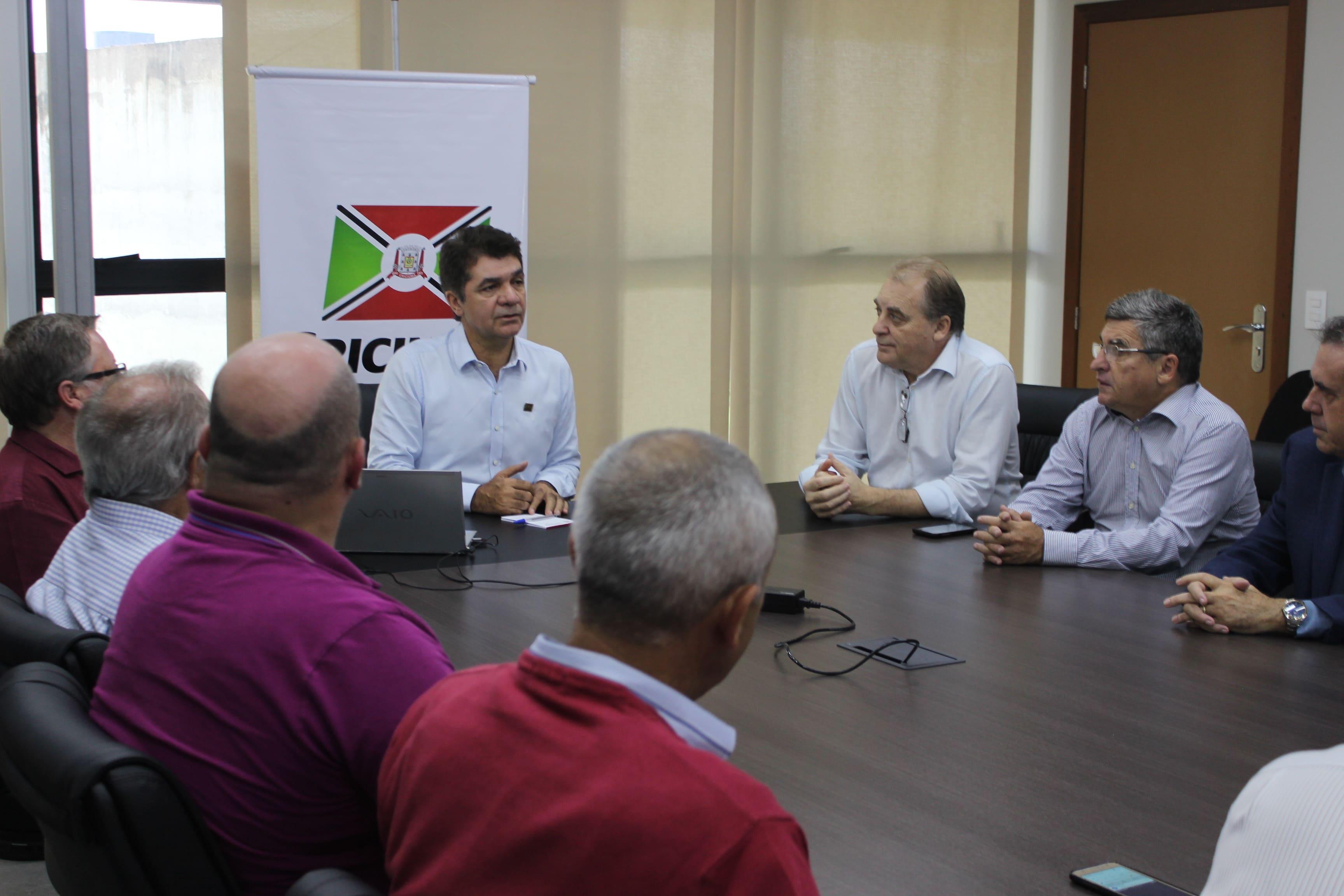 Prefeitura Municipal de Criciúma - Salvaro recebe representante da União e discute mudança de sede da Câmara de Vereadores