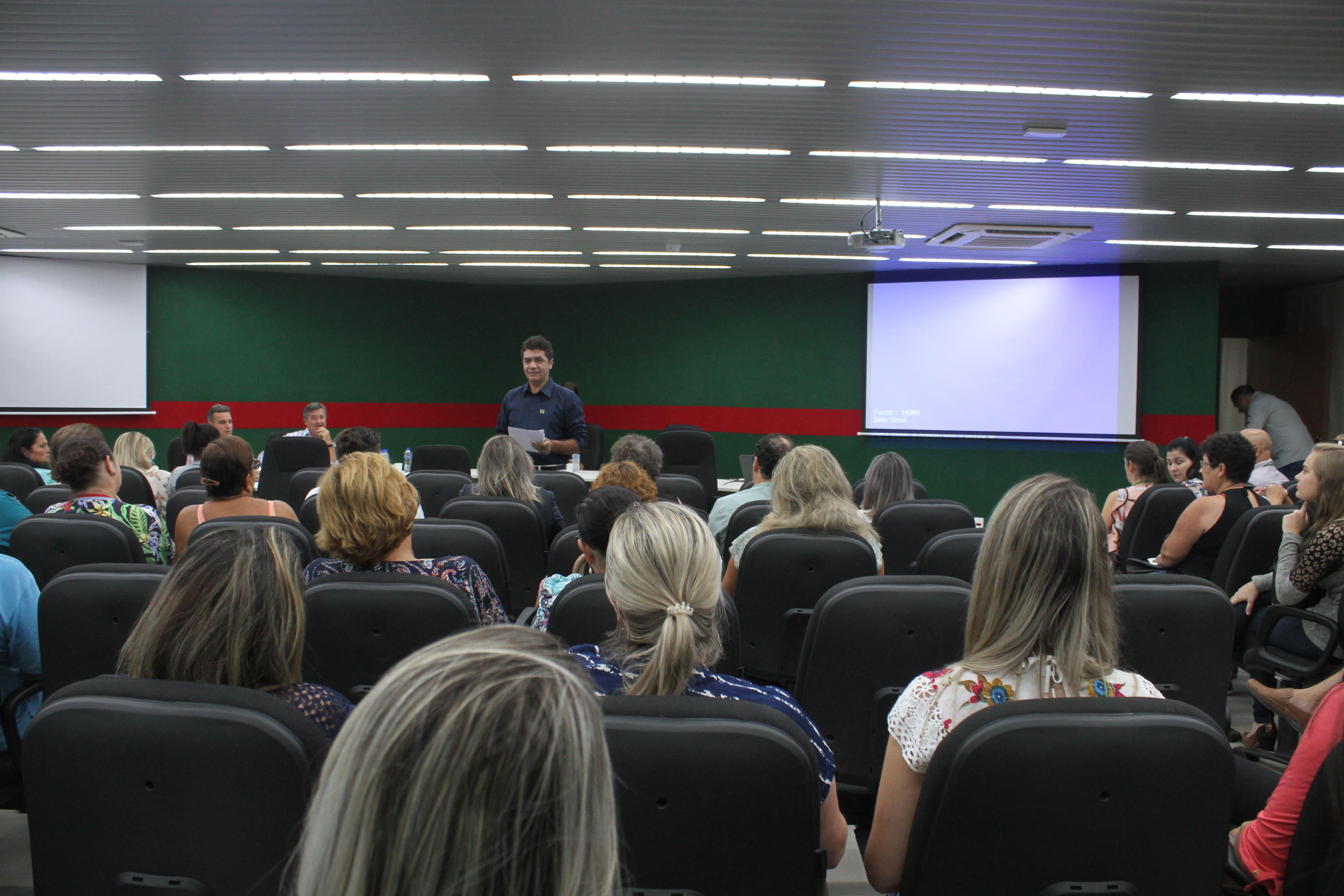 Prefeitura Municipal de Criciúma - Administração Municipal debate saúde com representantes de bairros