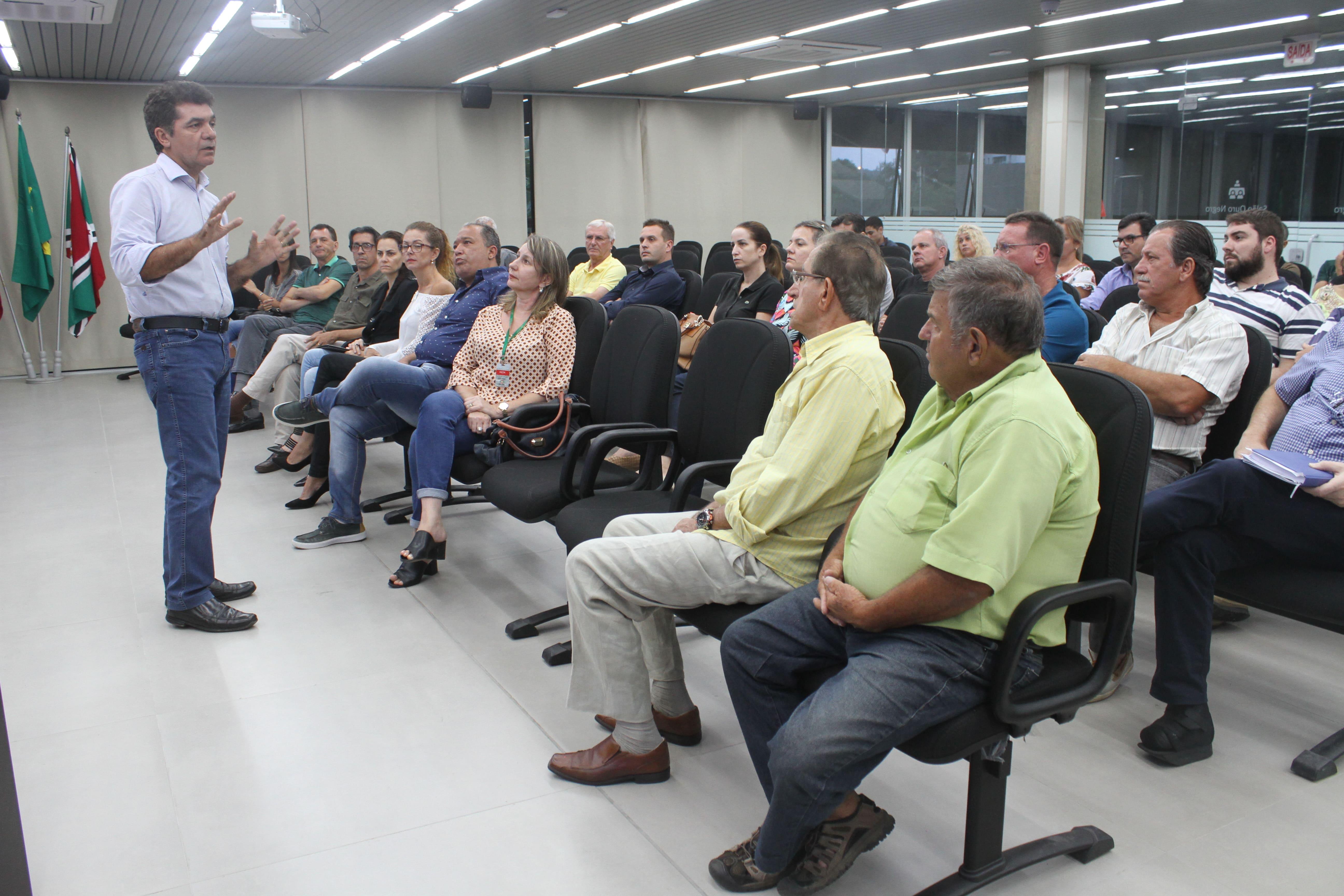 Prefeitura Municipal de Criciúma - Prefeitura encaminha parceria com moradores para pavimentação de ruas