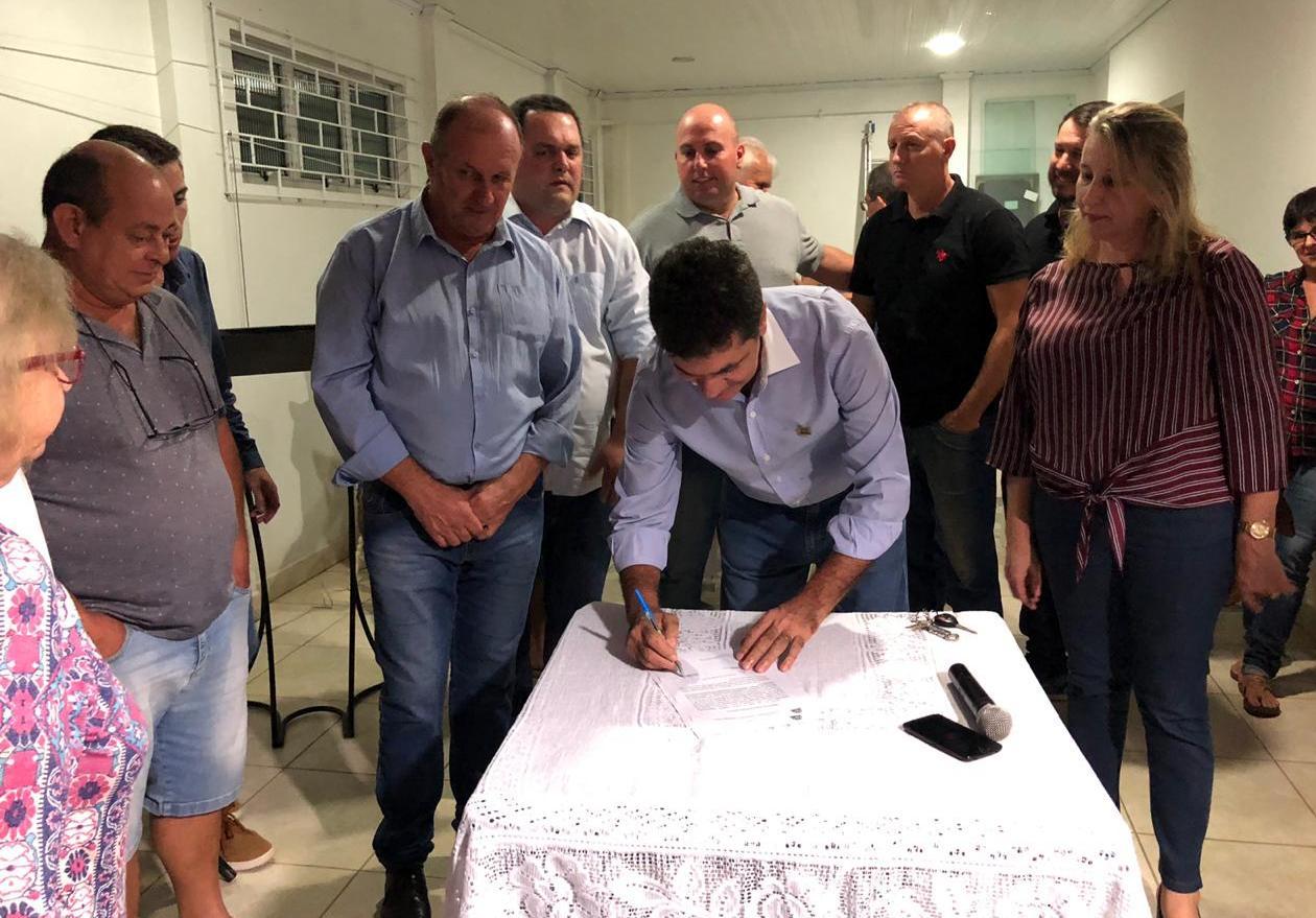 Governo de Criciúma autoriza início de obras de pavimentação asfáltica de ruas do bairro Morro Estevão