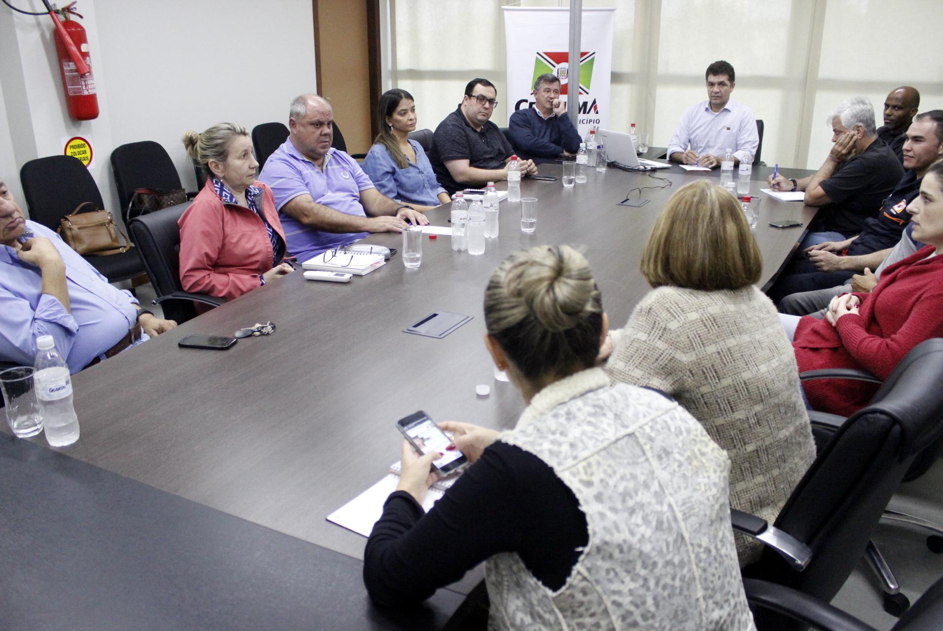 Prefeitura Municipal de Criciúma - Salvaro reúne secretários e discute estratégias após temporal