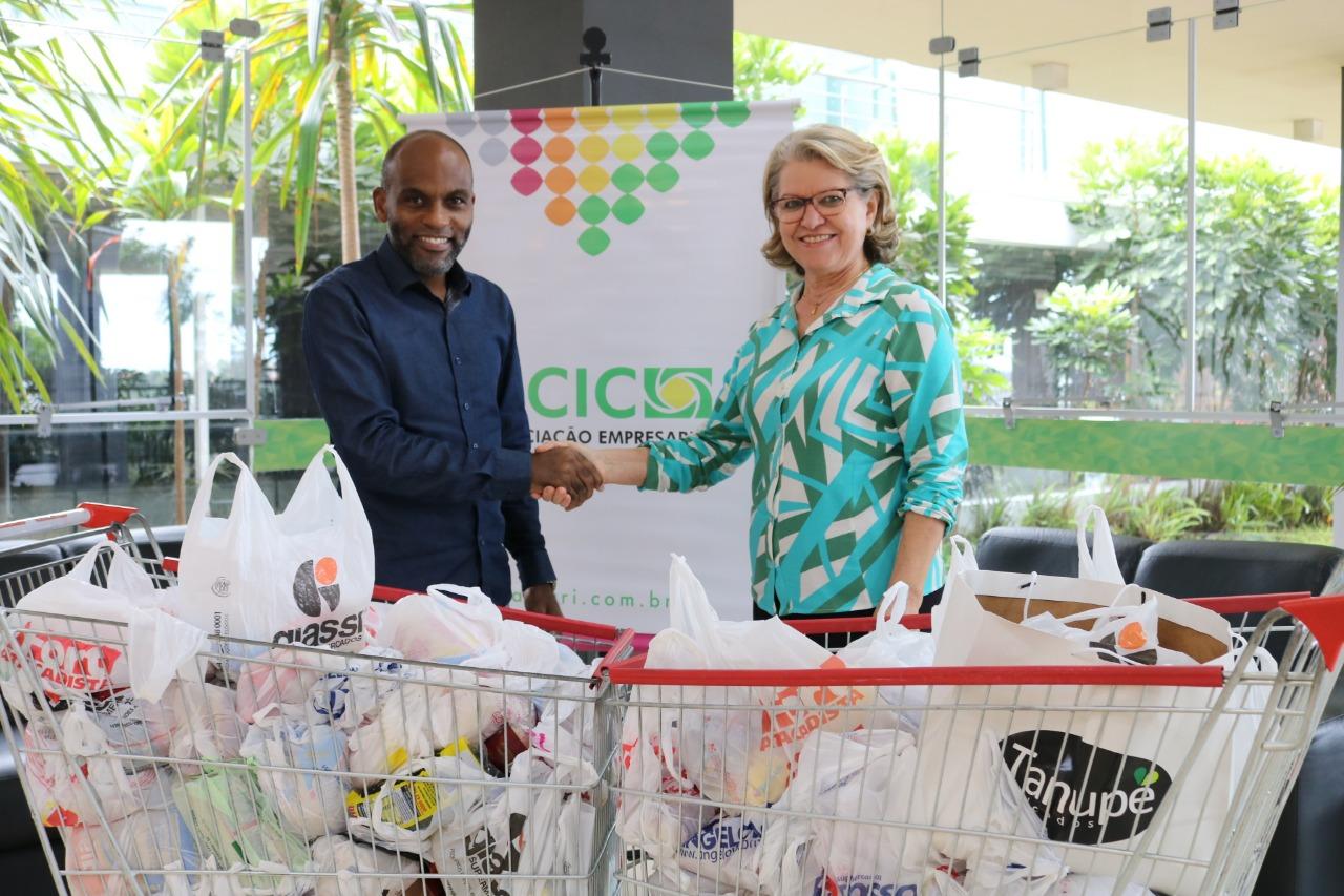 Secretaria da Assistência Social recebe doação de alimentos da Acic