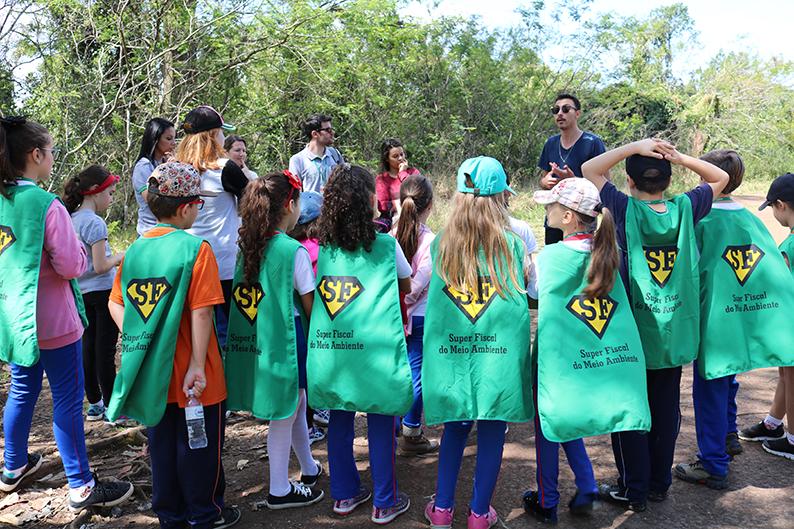 Jardim interno do Paço Municipal Marcos Rovaris ganha árvores nativas