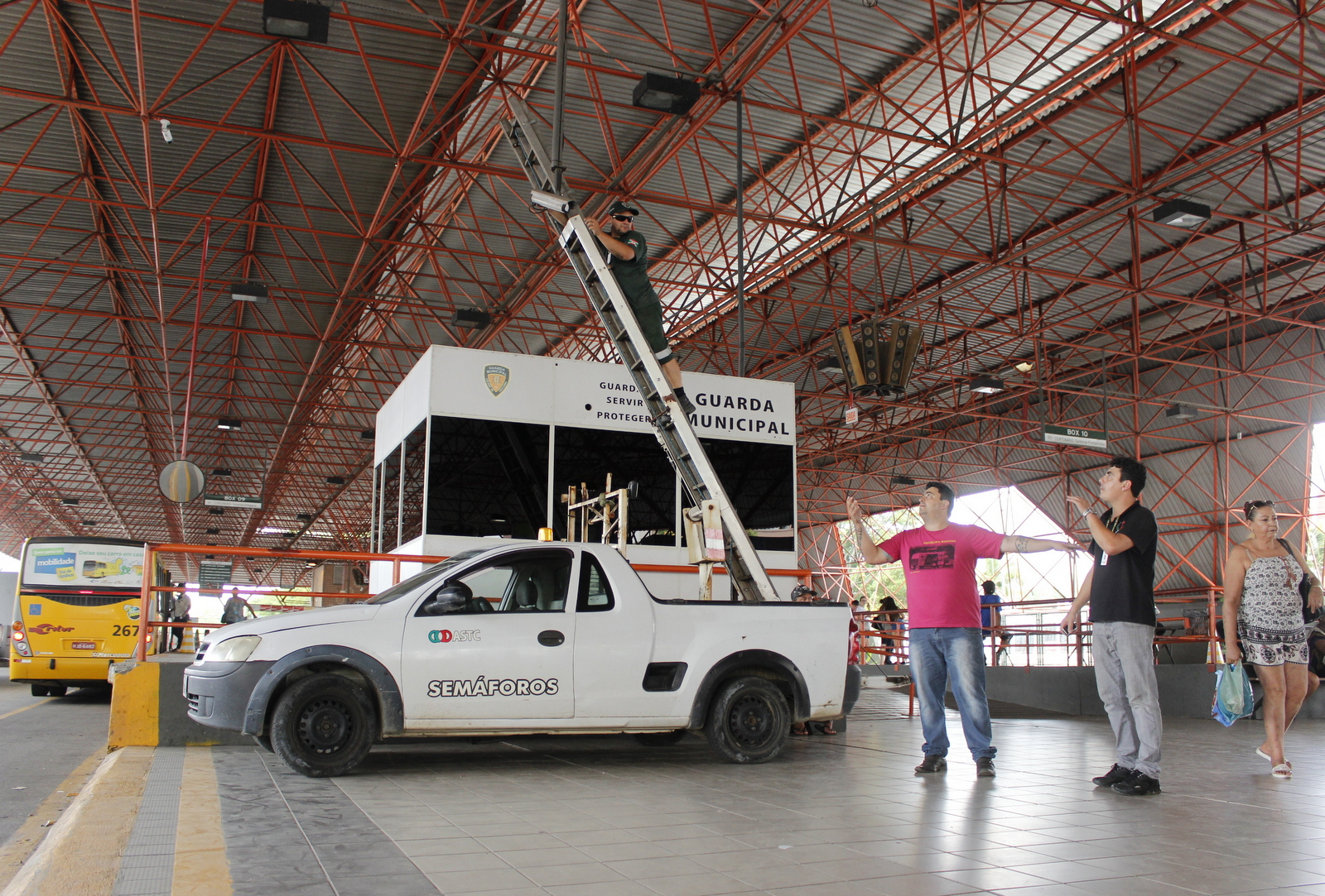 Parceria entre Prefeitura e Polícia Militar promove segurança nos terminais de Criciúma